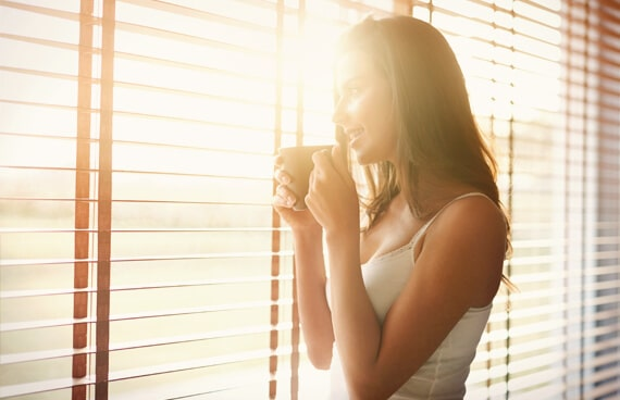 Sonne Frau Fenster