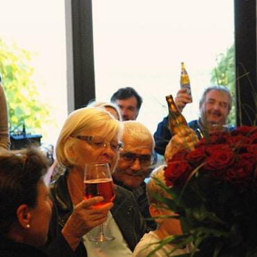Feier bei Fenster Schmidinger