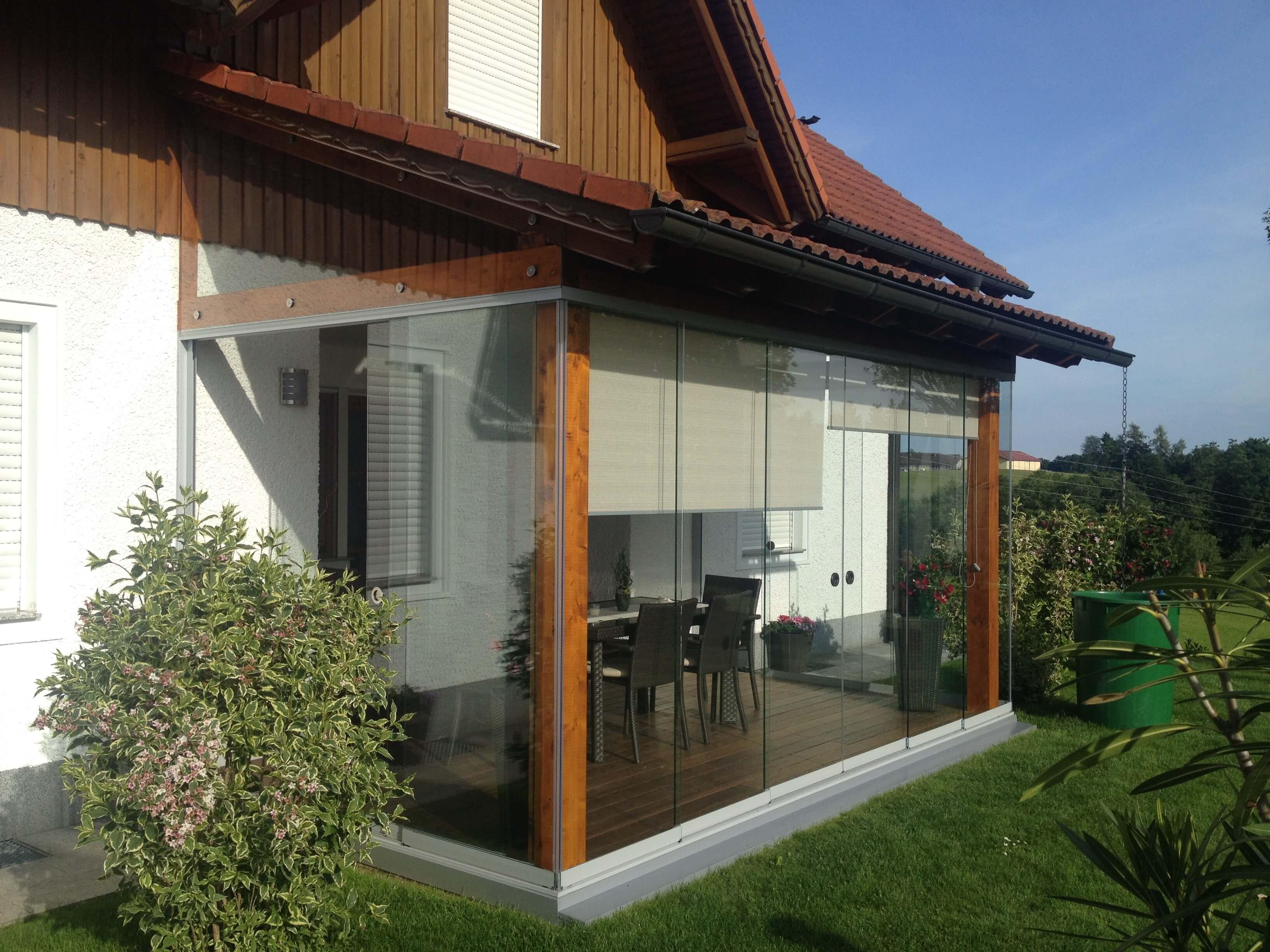 wundersch nen glaswand terrasse einzigartige ideen zum sichtschutz. Black Bedroom Furniture Sets. Home Design Ideas