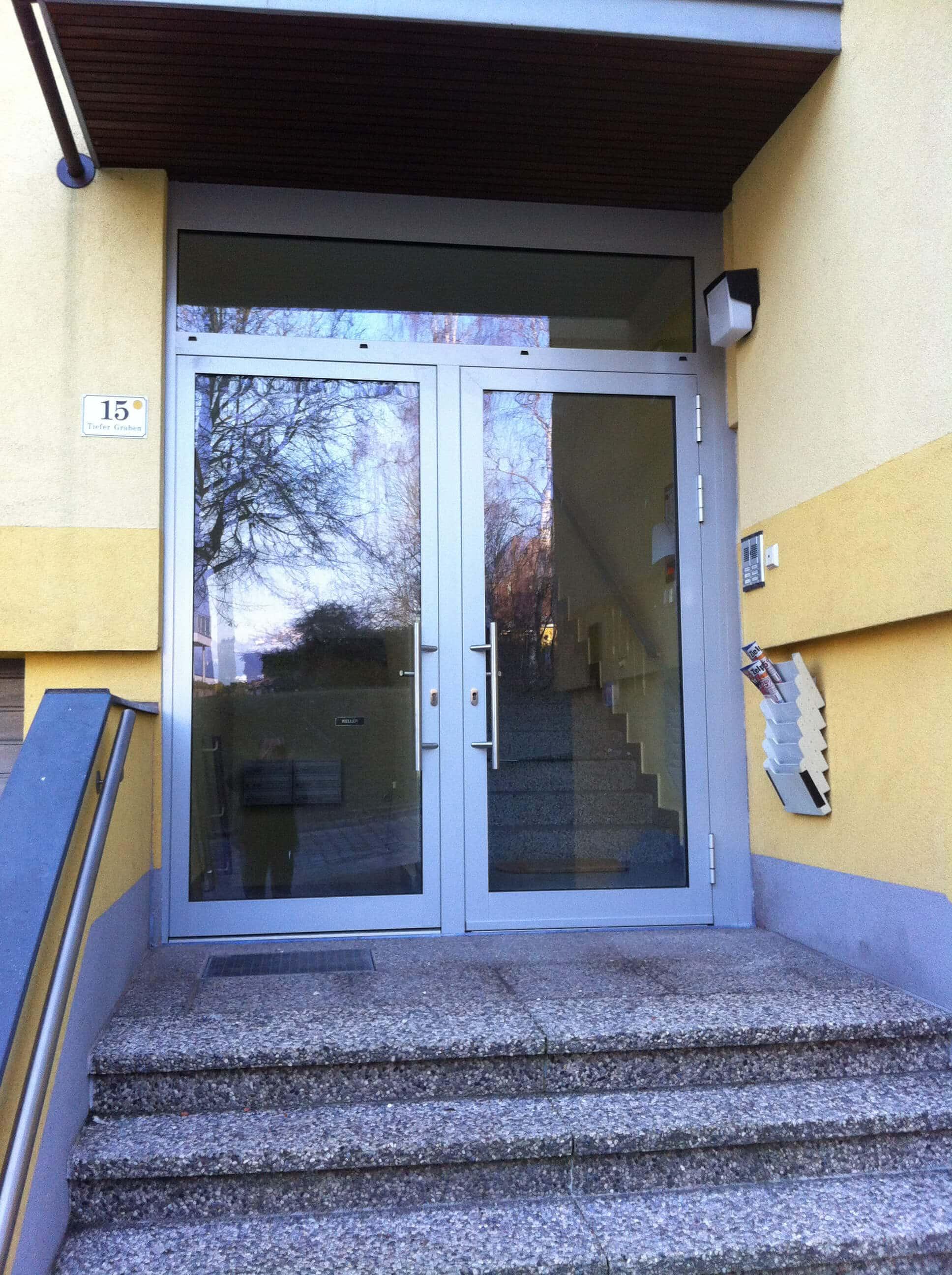 2-flügelige Eingangstür mit Oberlichte