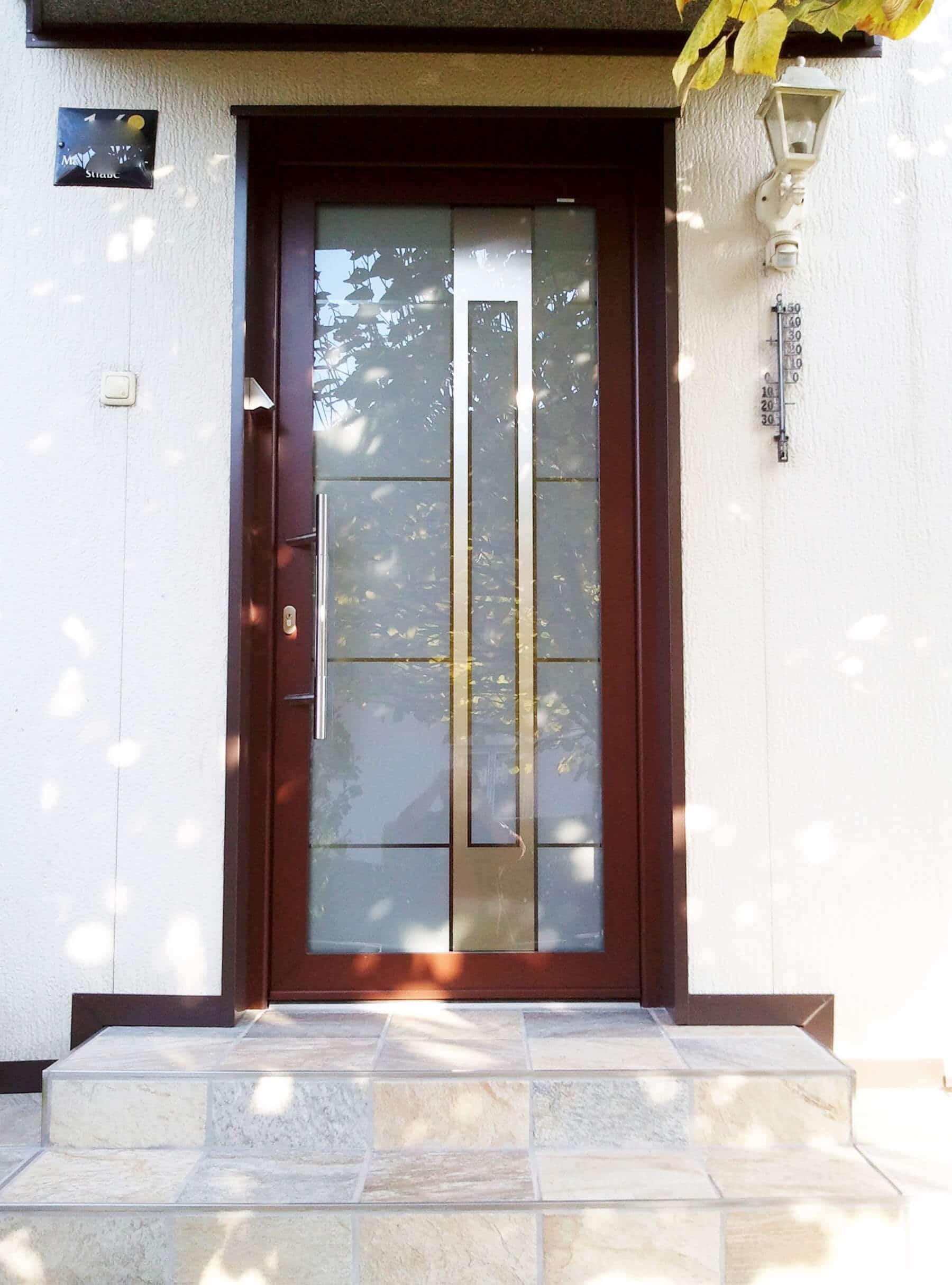 Aluminium-Eingangstüre mit Glasfüllung