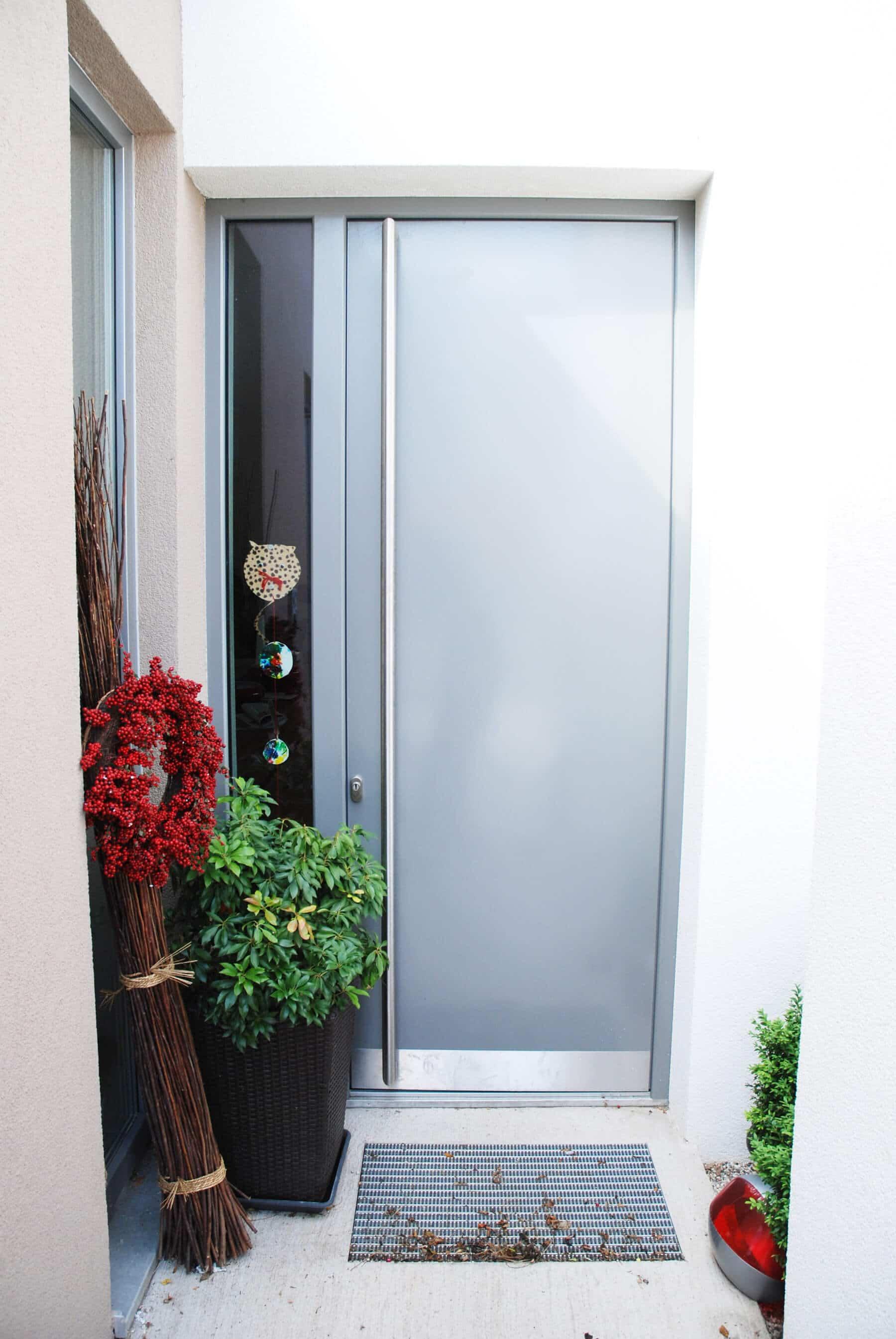 Aluminium-Eingangstüre mit Seitenteil