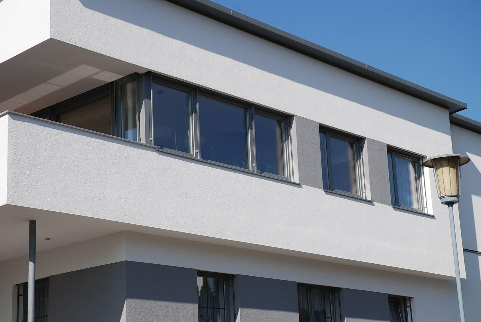 Aluminium-Kunststoff-Fenster in Grau