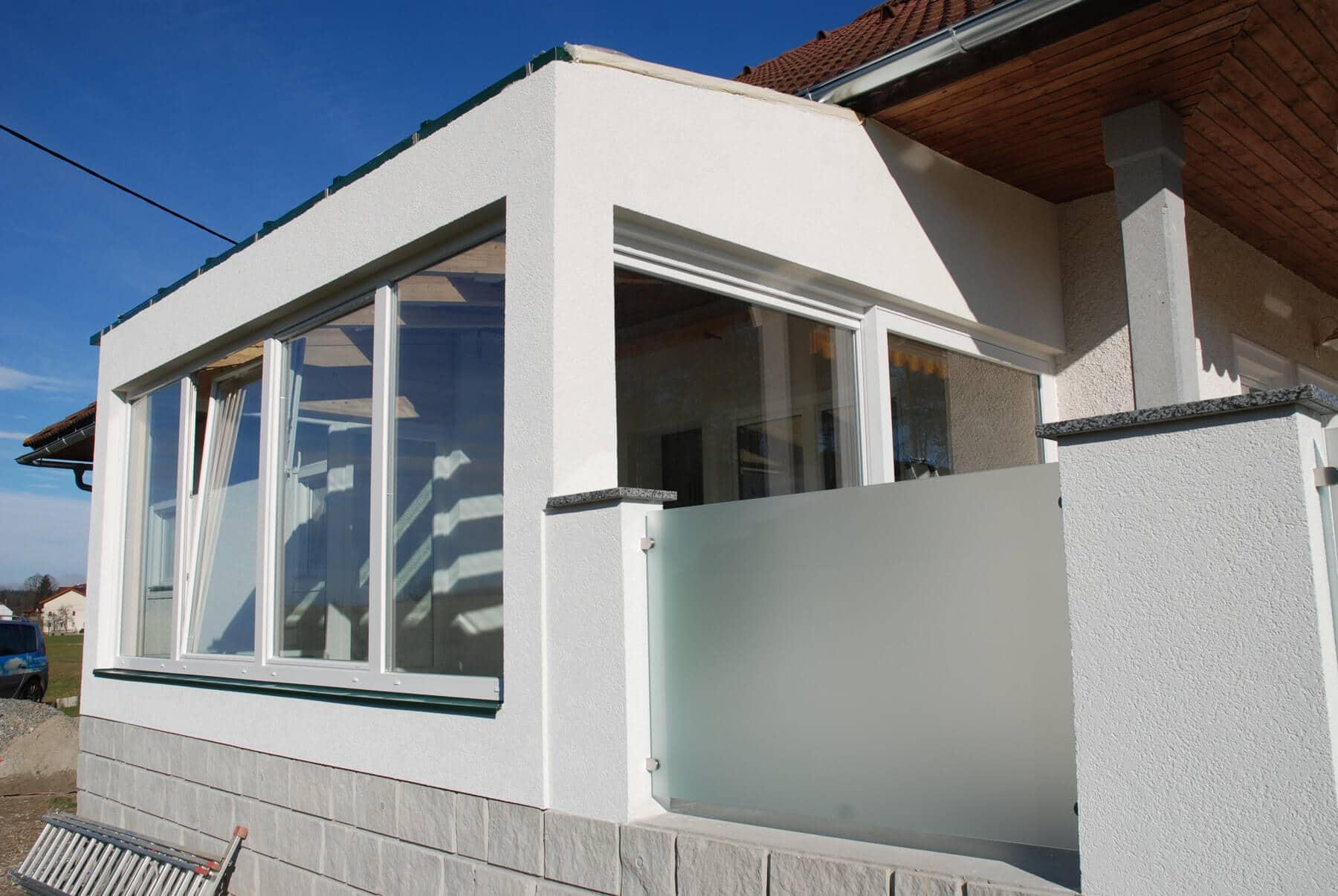 Anbau Holzkonstruktion mit Kunststofffenster