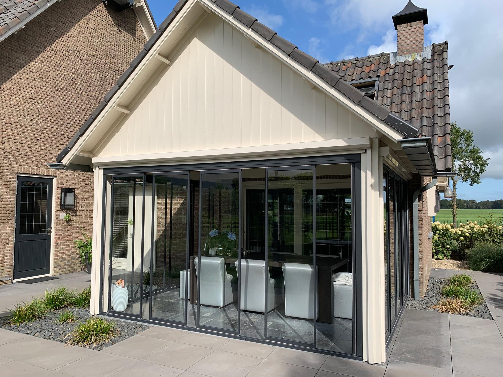 Anbau mit Schiebe-Dreh-Türen von Sunflex