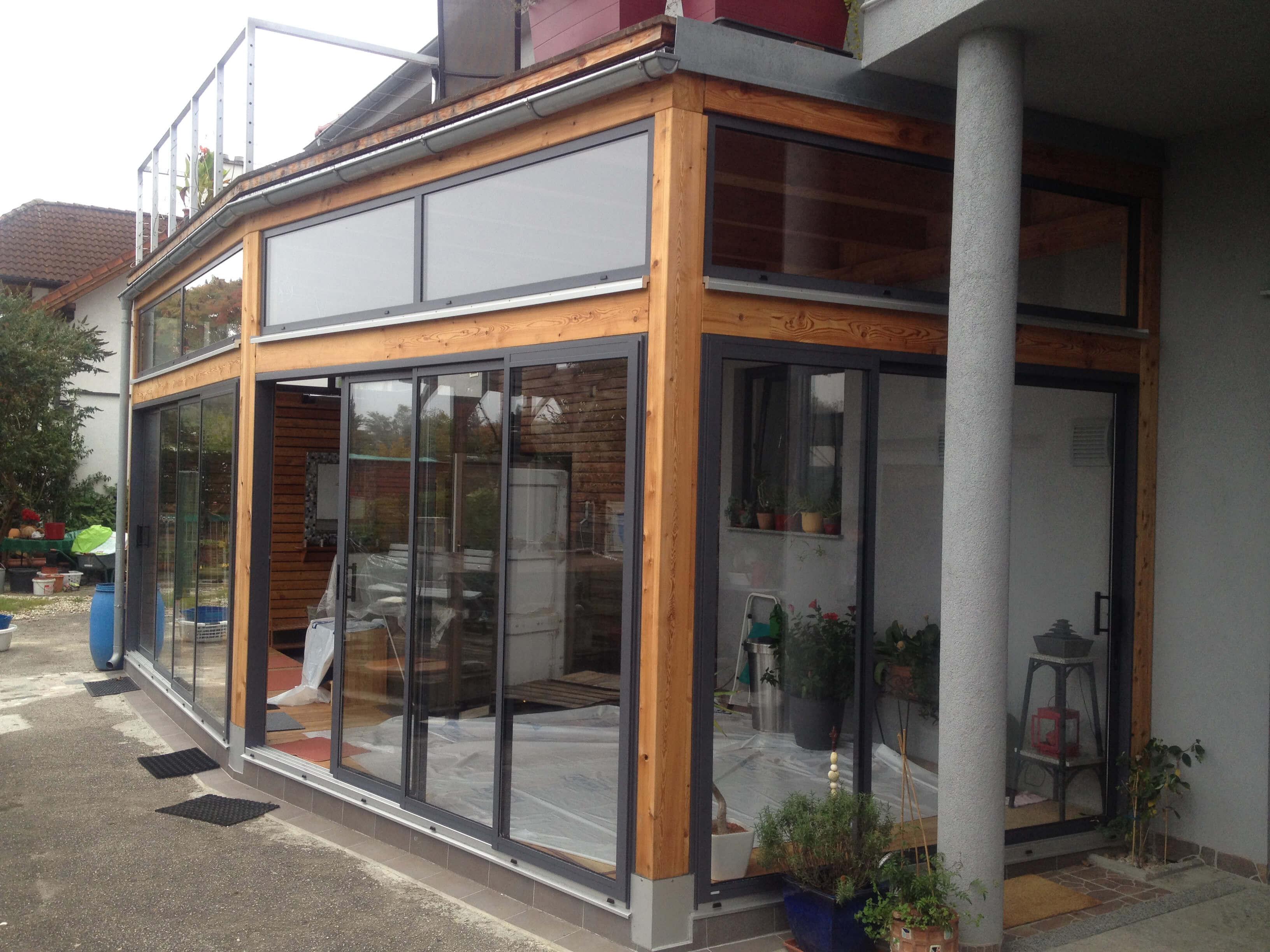Anbau mit Schiebefenster in Holzkonstruktion