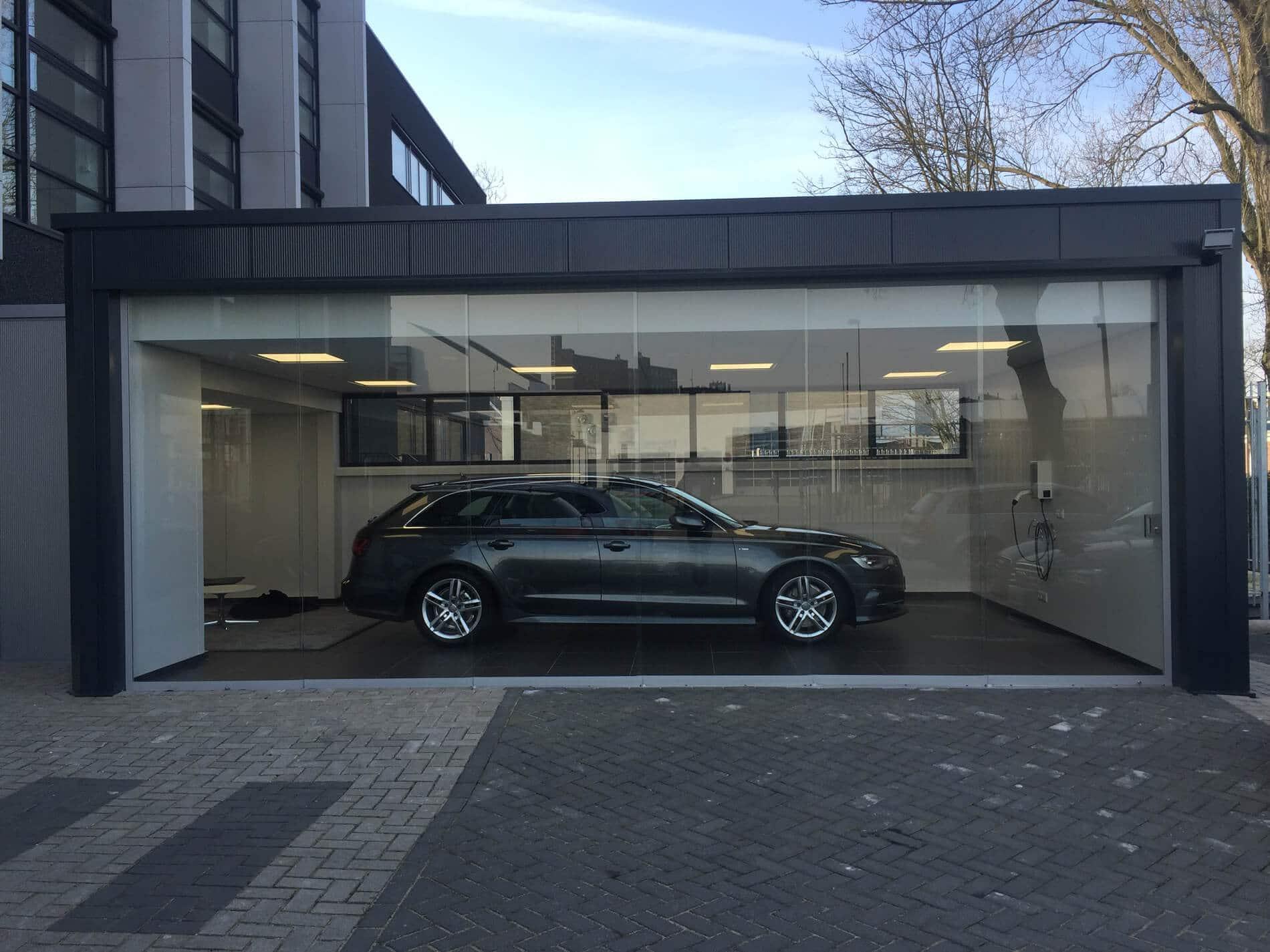 Autogarage mit Glasschiebetüren schließen