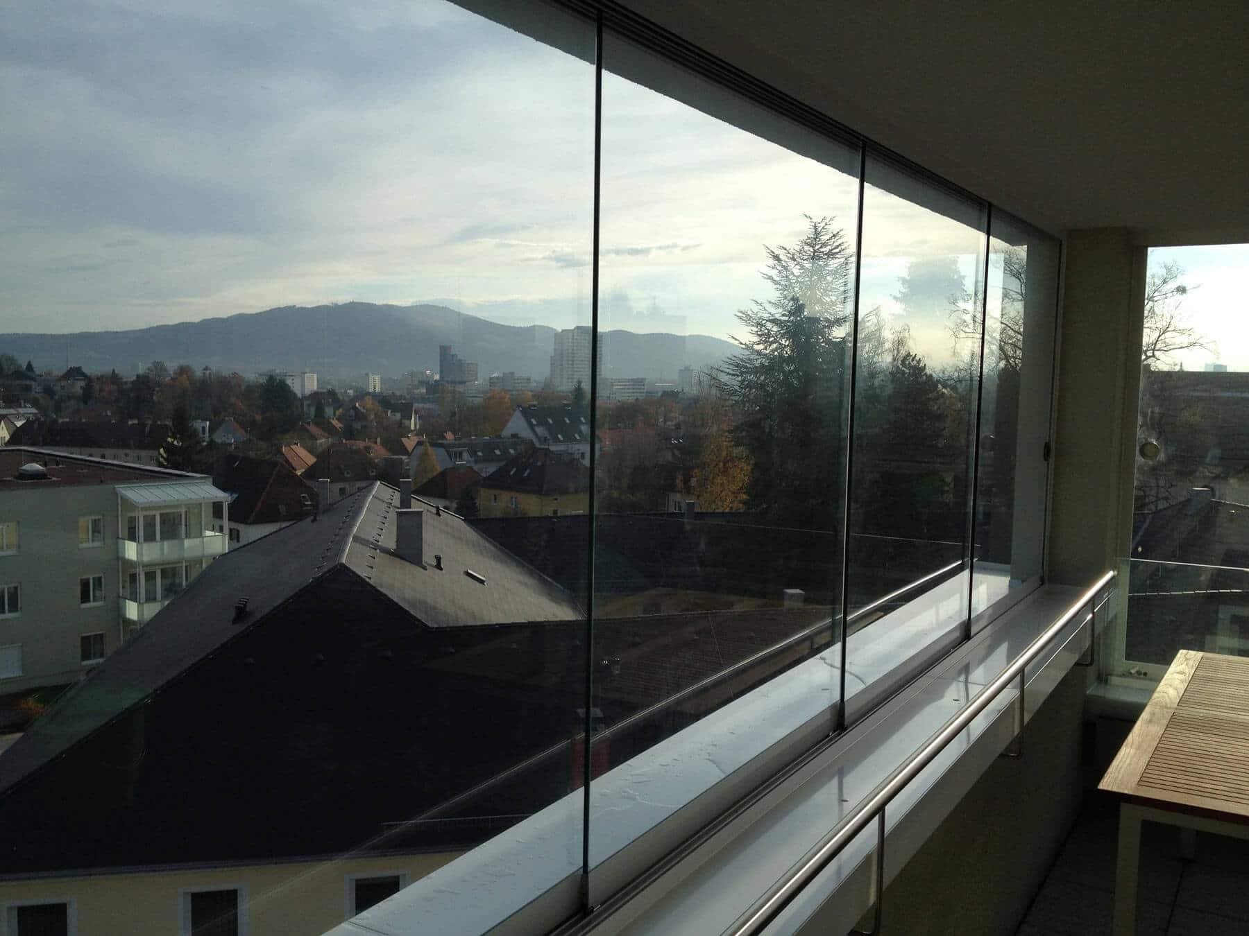 Balkonverbau mit Blick auf Linz