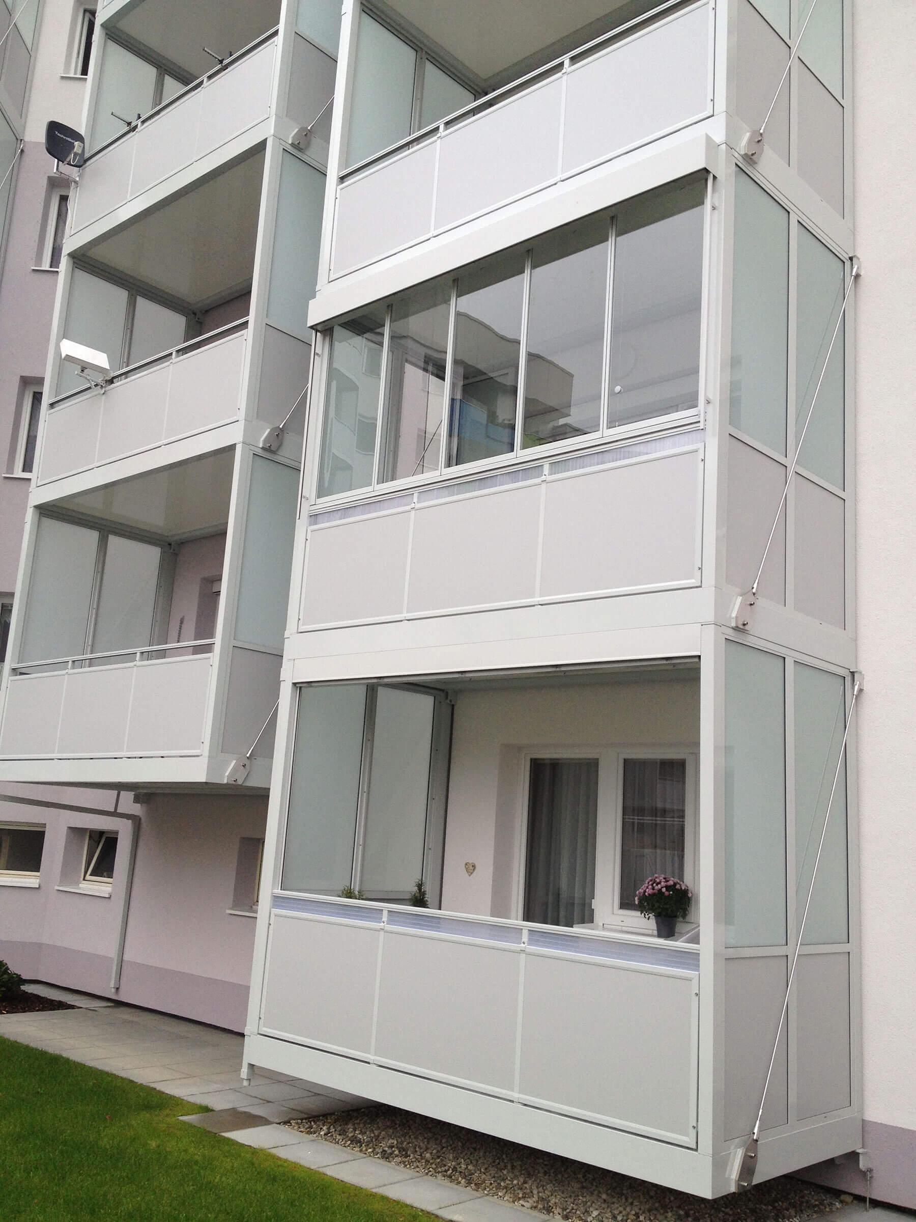 balkonverbauung mit sunflex faltelement sf 25 in alu natur eloxiert. Black Bedroom Furniture Sets. Home Design Ideas
