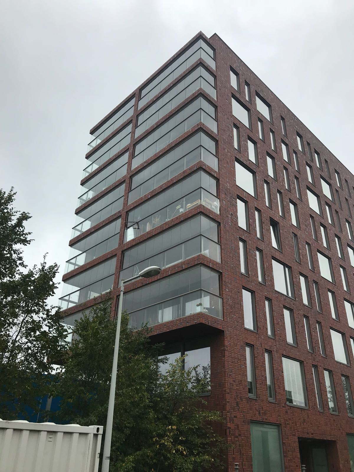 Balkonverglasung Mehrfamilienhaus