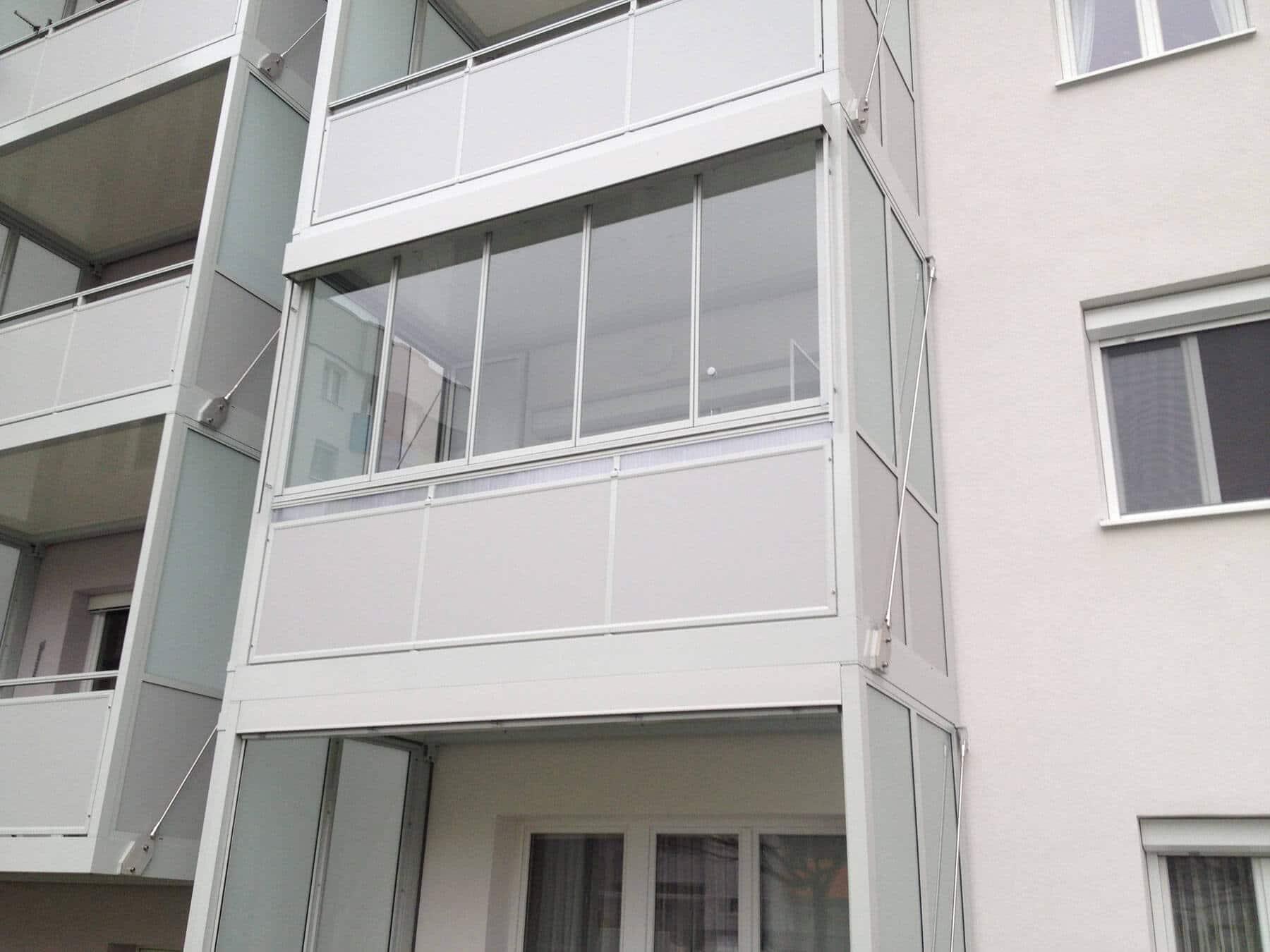 Balkonverglasung in weiß