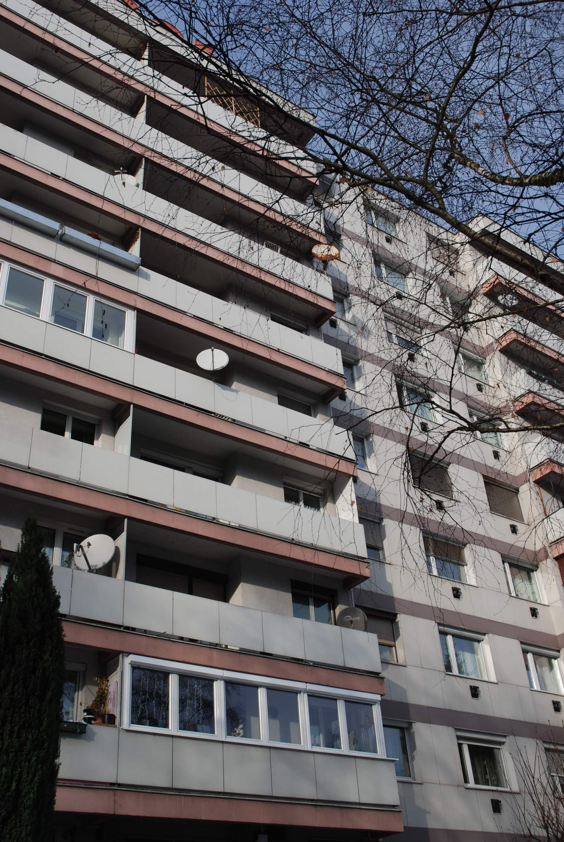 Balkonverglasungen weiß Schallschutz
