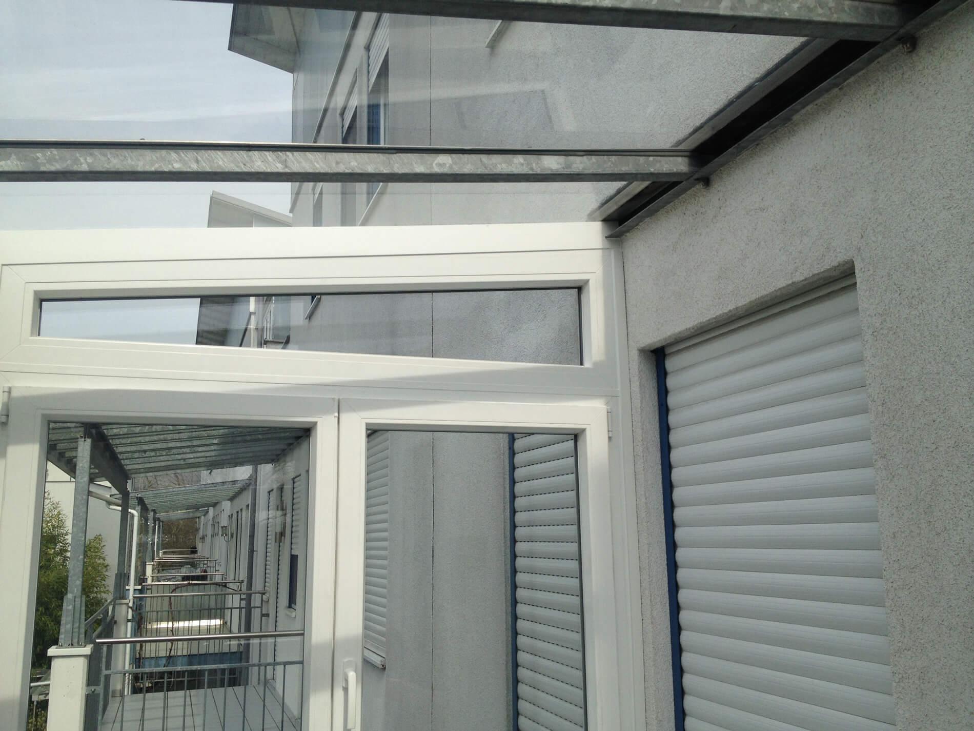 Bestehende Glasüberdachung mit Fenster schließen