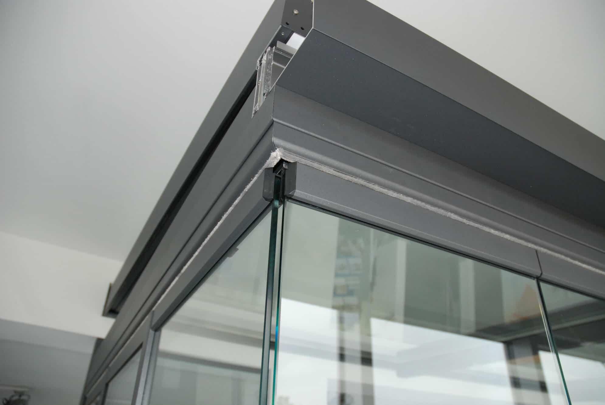 Detail Nurglas-Eck Schiebe-Dreh-Verglasung