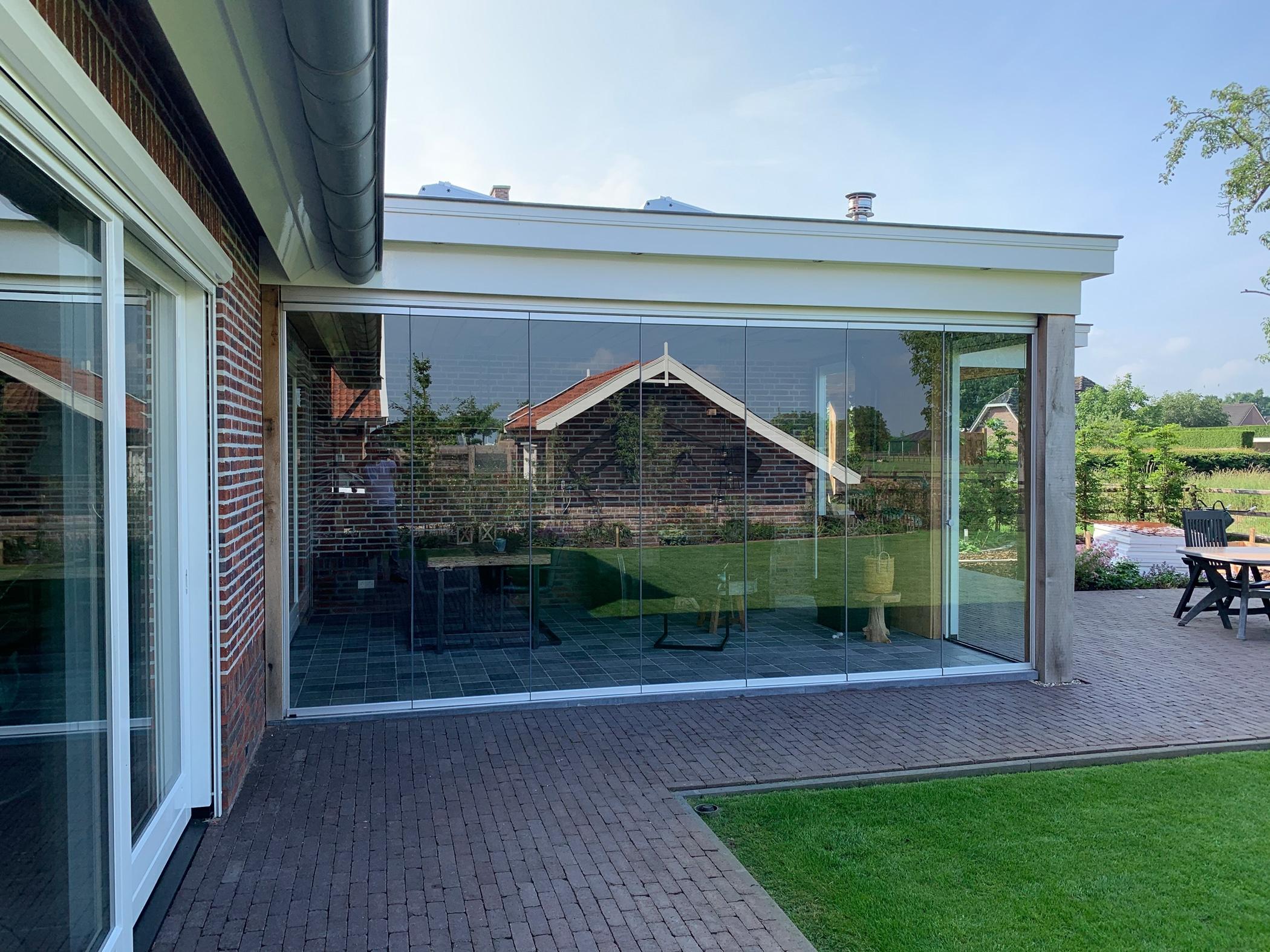 Einfache Verglasung für Terrasse als Windschutz
