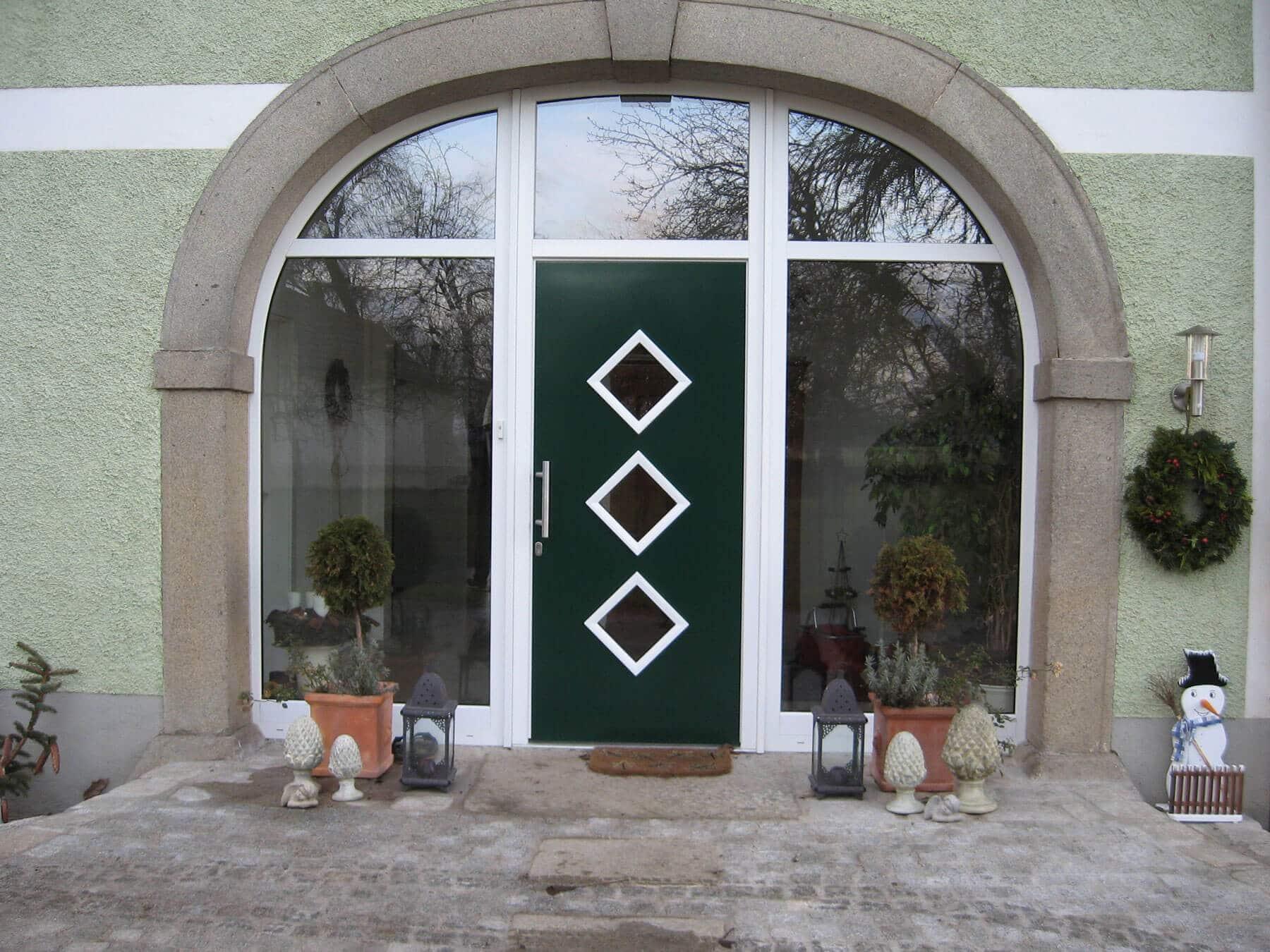 Eingangsportal Rundbogen