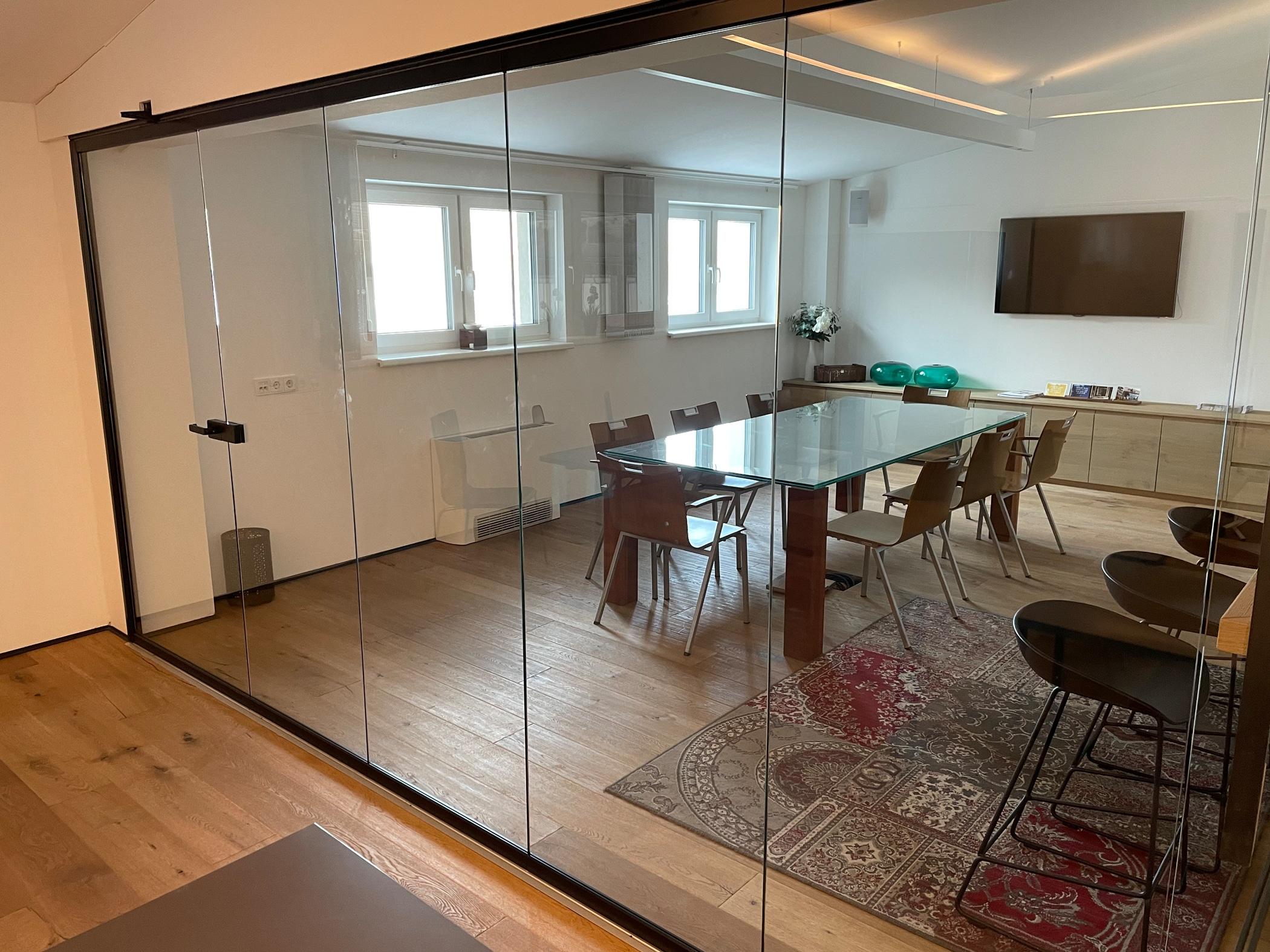 Faltschiebetüren Glas nach Maß als Raumteiler