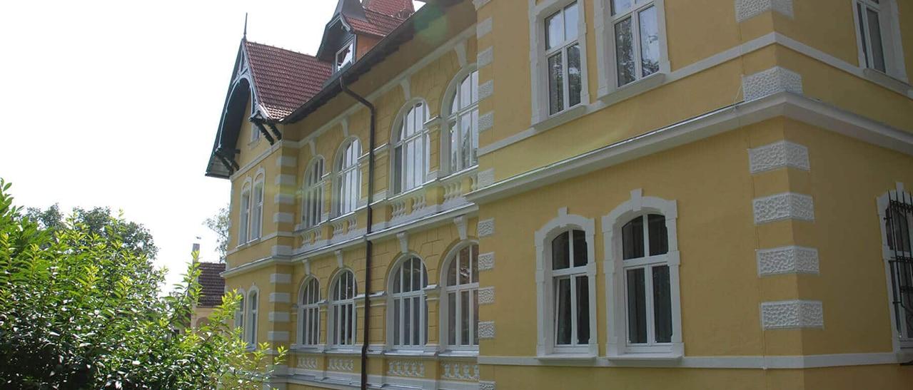 Fenster mit waagrechtem Kämpfer und Oberlichte