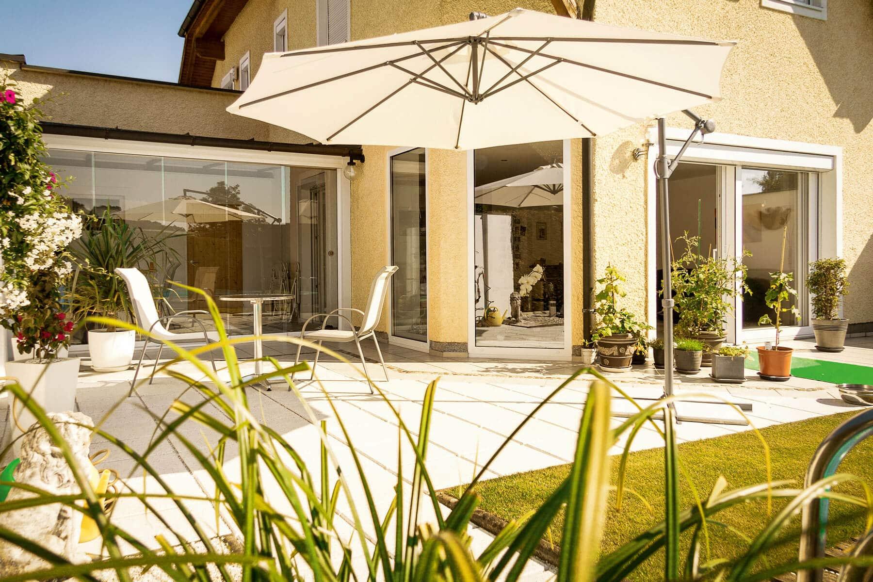 windschutz f r terrasse transparent mit glasschiebet ren. Black Bedroom Furniture Sets. Home Design Ideas