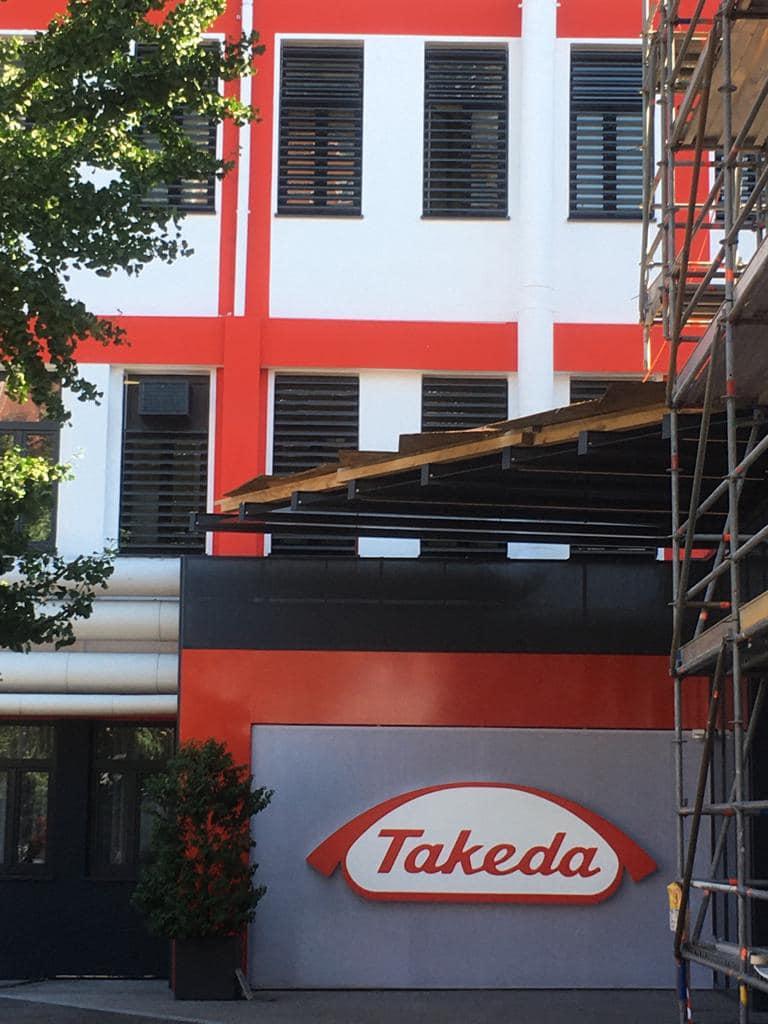 Fenstertausch Firmengebäude in Linz - Stulpfenster mit Raffstore