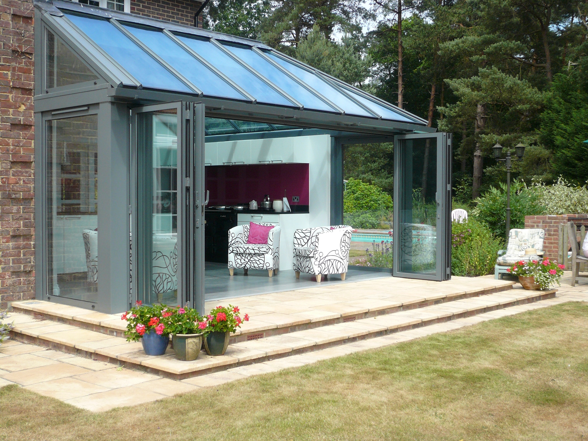 Ganzjahres Wintergarten mit Glas Faltwänden