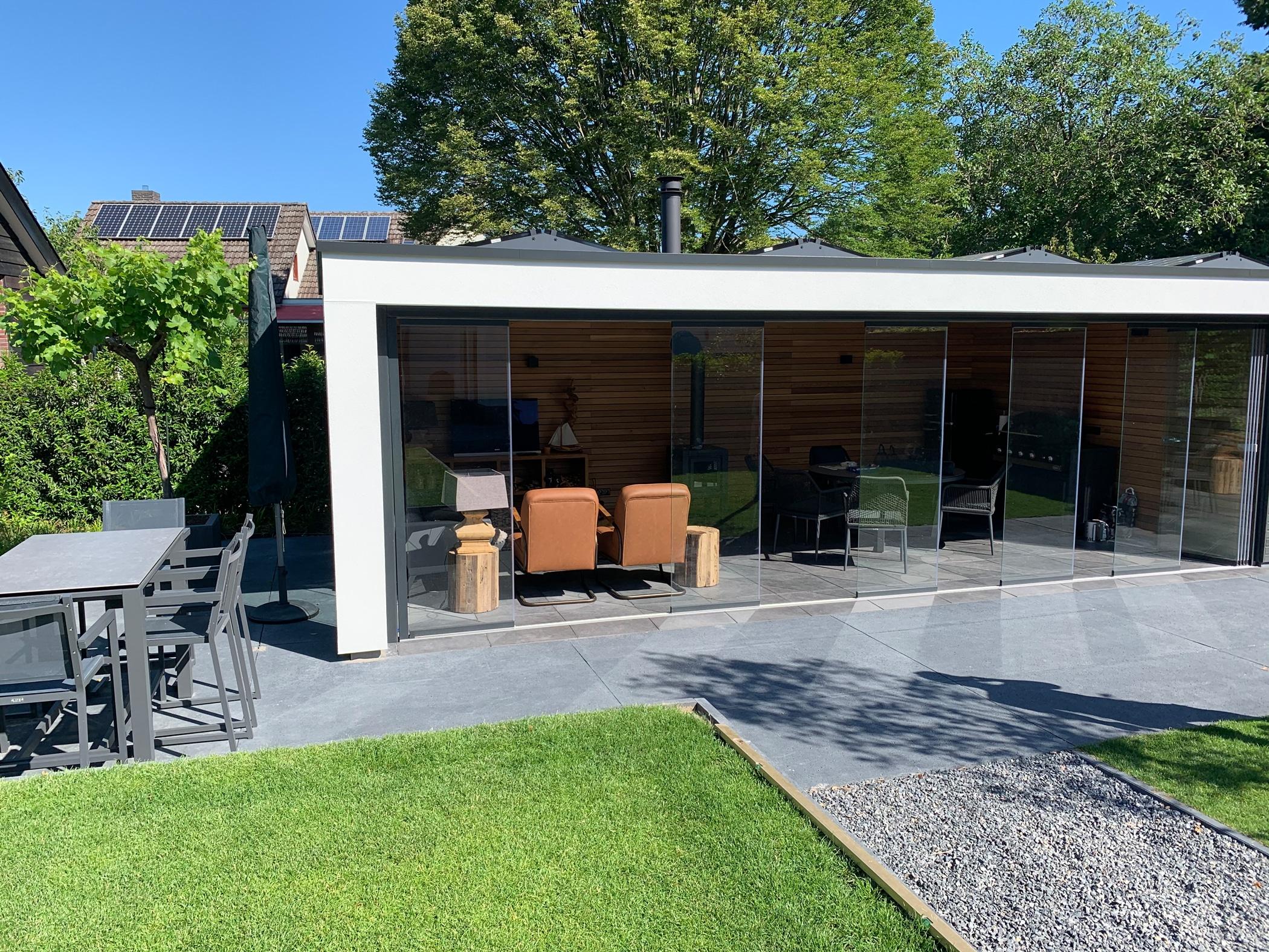 Gartenhaus mit Glas-Schiebe-Dreh Türen ohne Rahmen