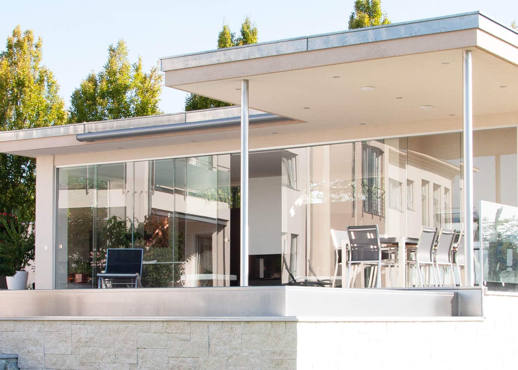 Gartenhaus modern mit Glasschiebesystemen