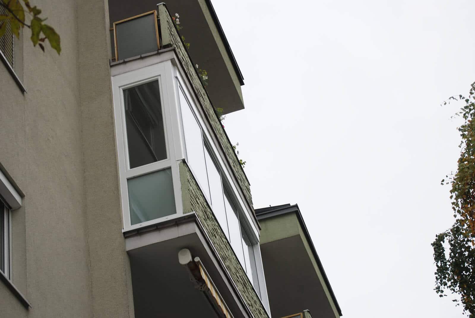 Geschlossener Balkon weiß