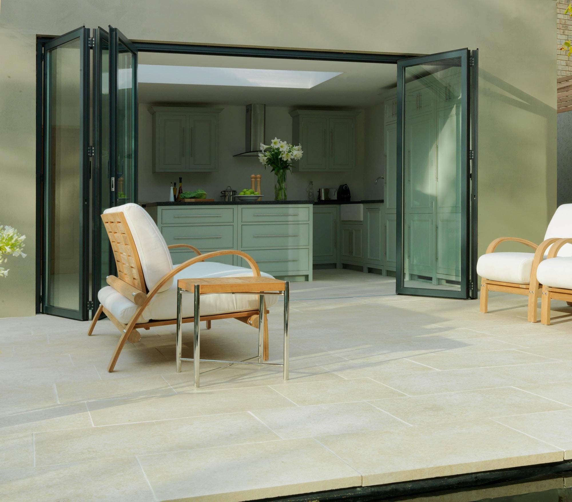 Glas Falttür nach außen - links und rechts