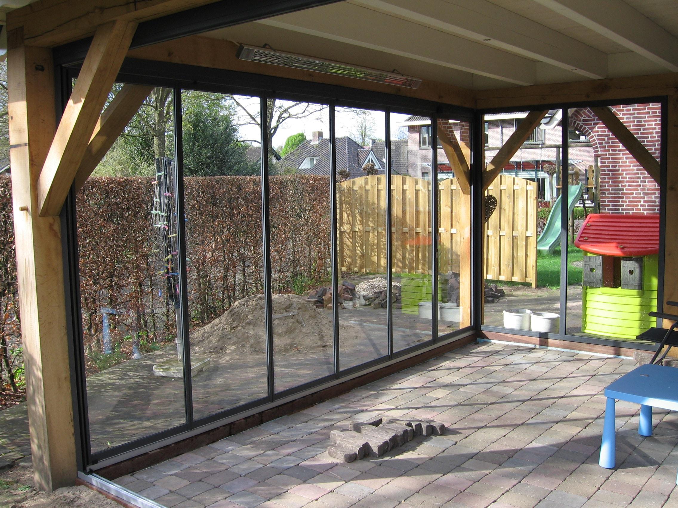 Glas-Falttüren in Holzverbau