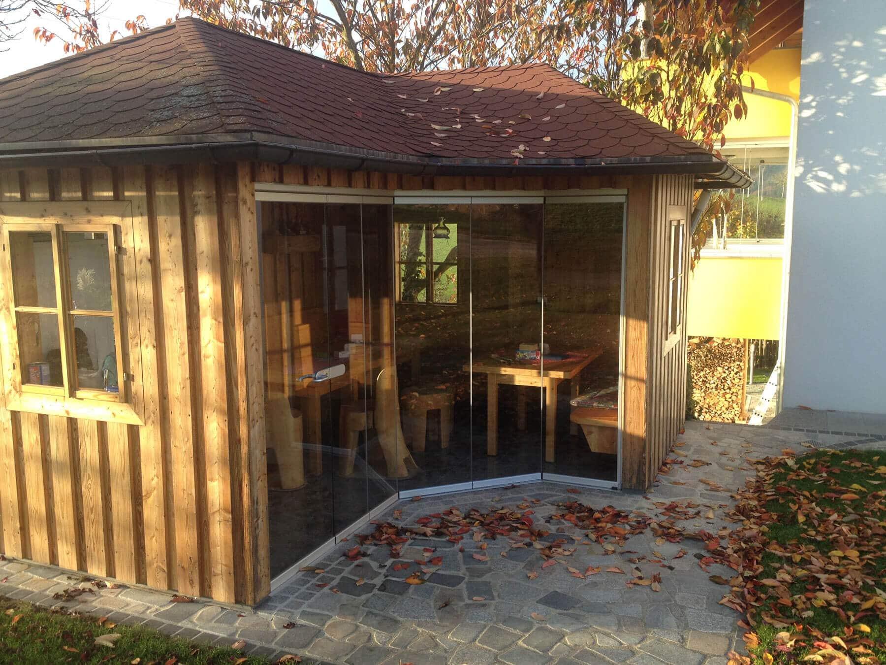 Glasfaltelement für Holzhütte