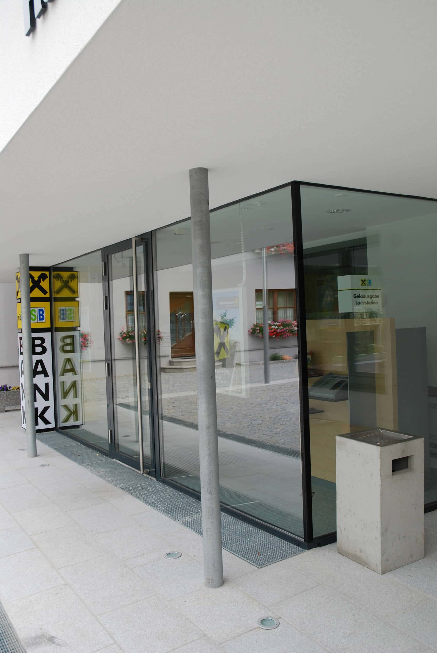 Glaskonstruktion für Firmengebäude Geschäftseingang