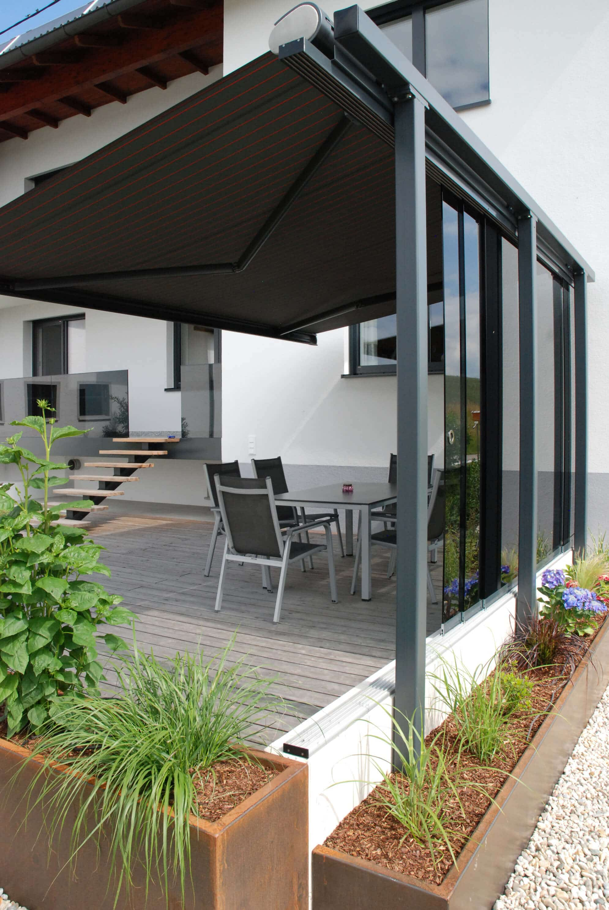 schiebeverglasung in holzkonstruktion montiert fenster schmidinger. Black Bedroom Furniture Sets. Home Design Ideas