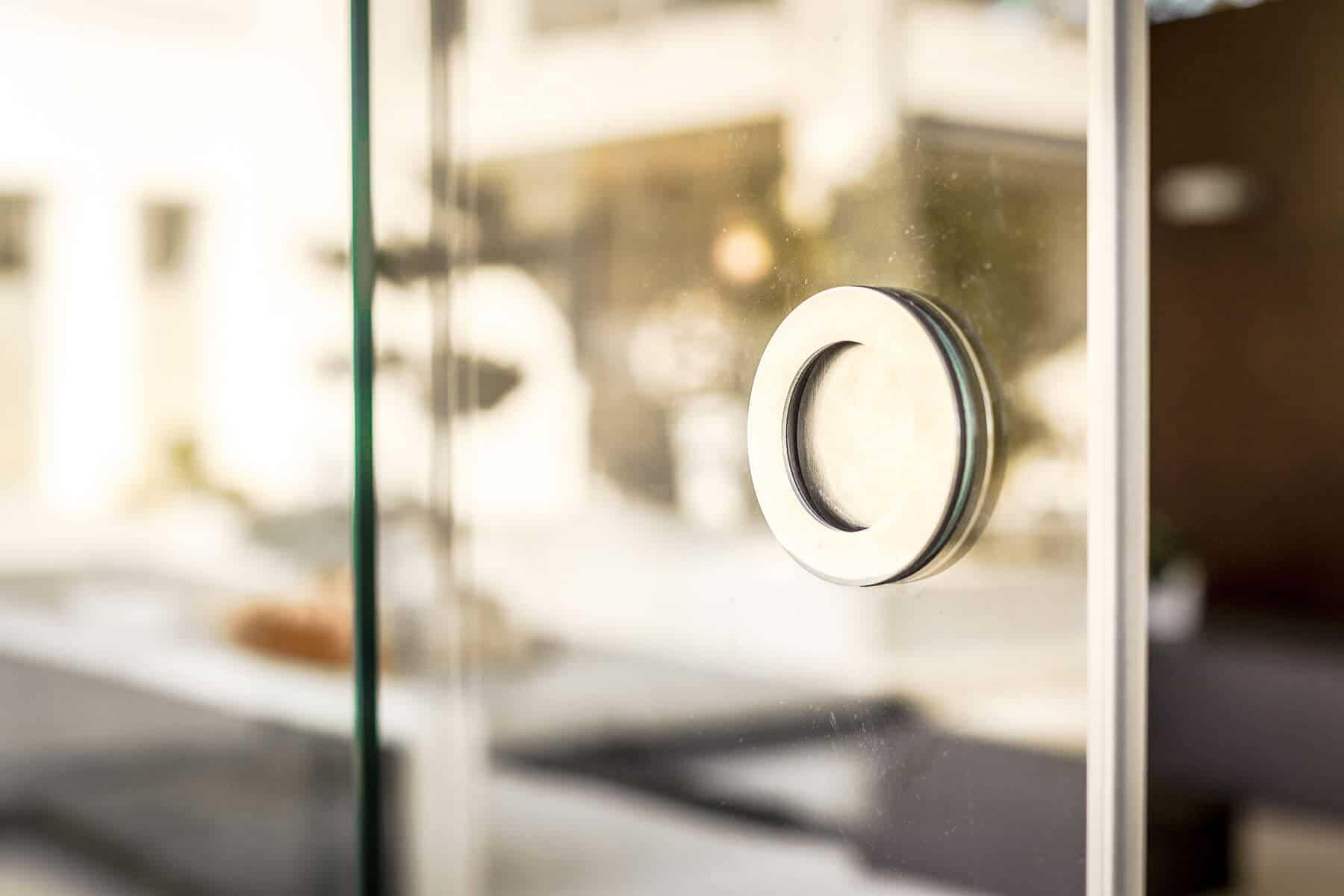 hauseingang windfang kunststoff mit aluminium dachkonstruktion glas. Black Bedroom Furniture Sets. Home Design Ideas