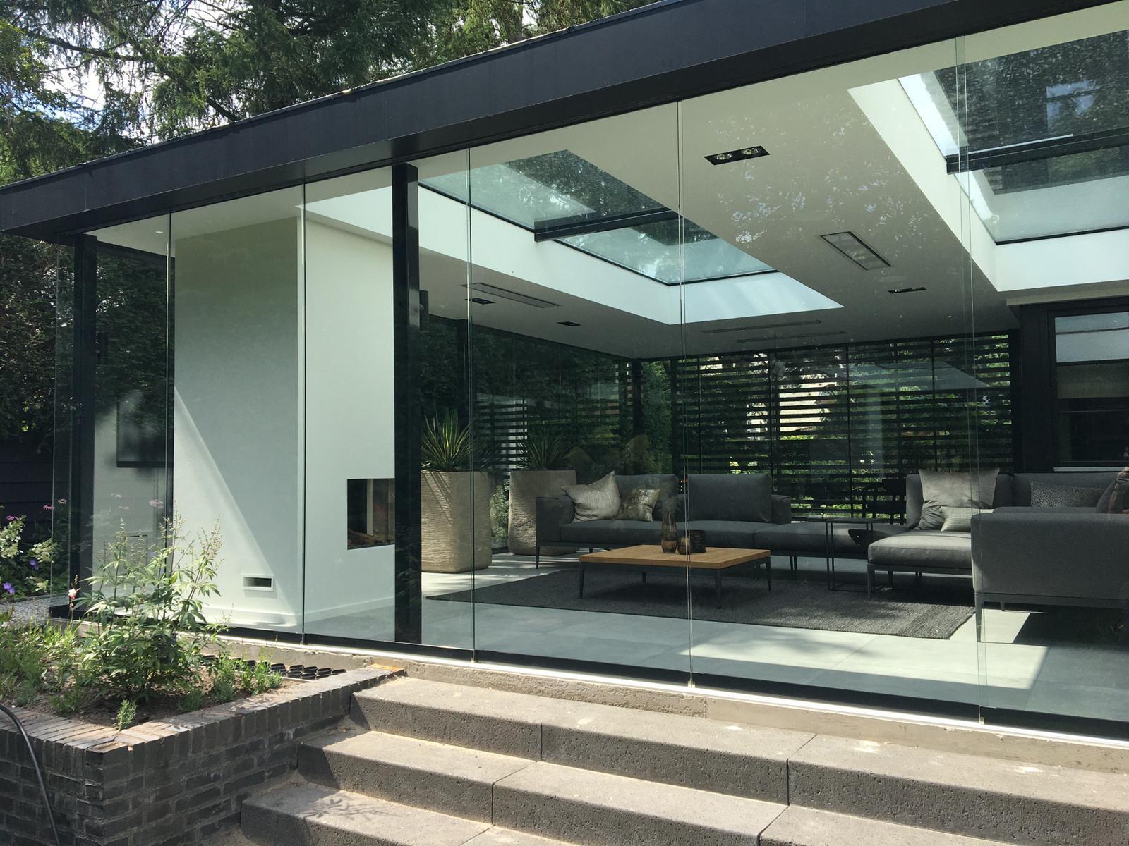Glasschiebetüren für Sommer-Wohnzimmer