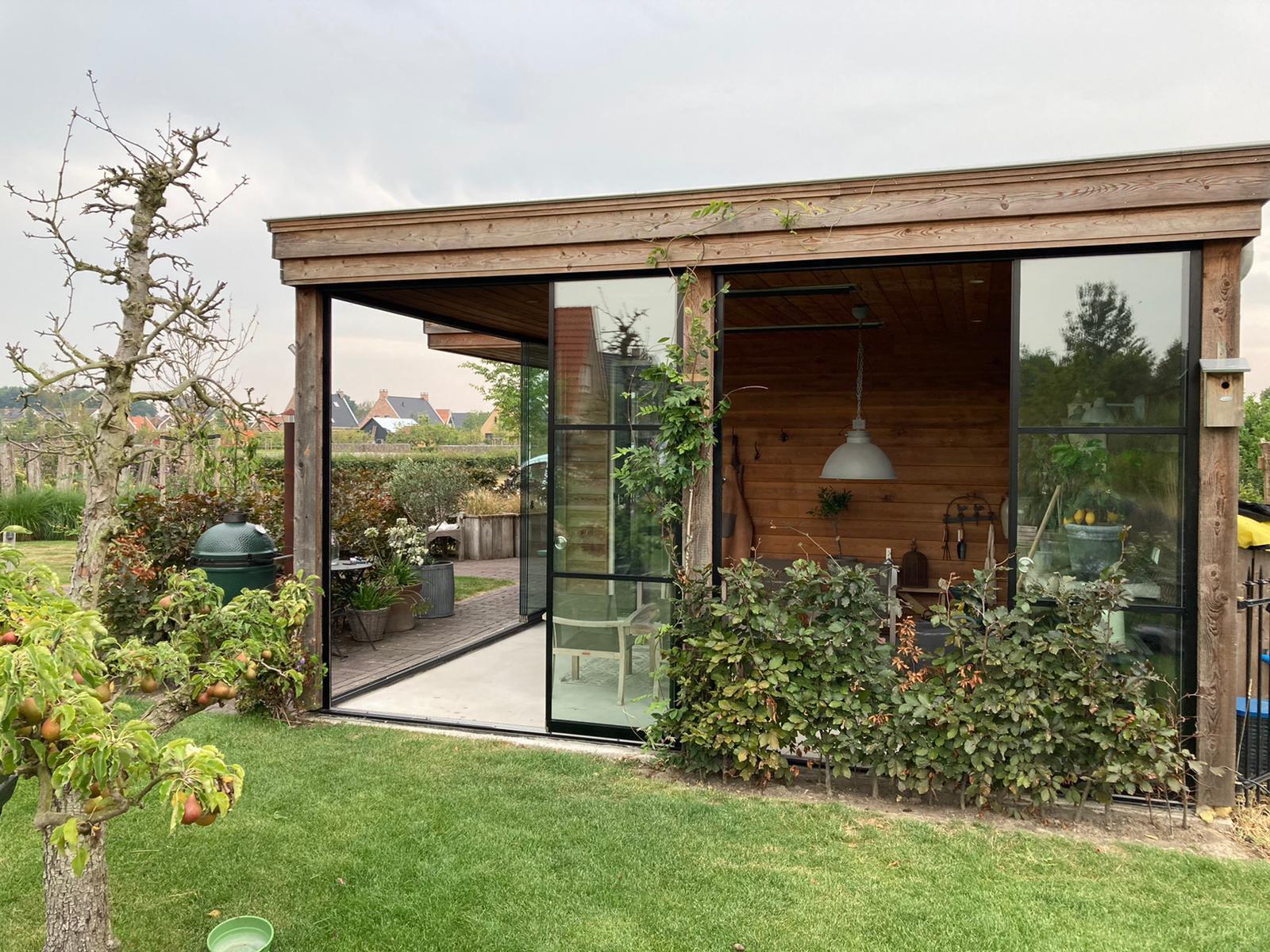 Glasschiebetüren Industrial Look für Gartenhütte