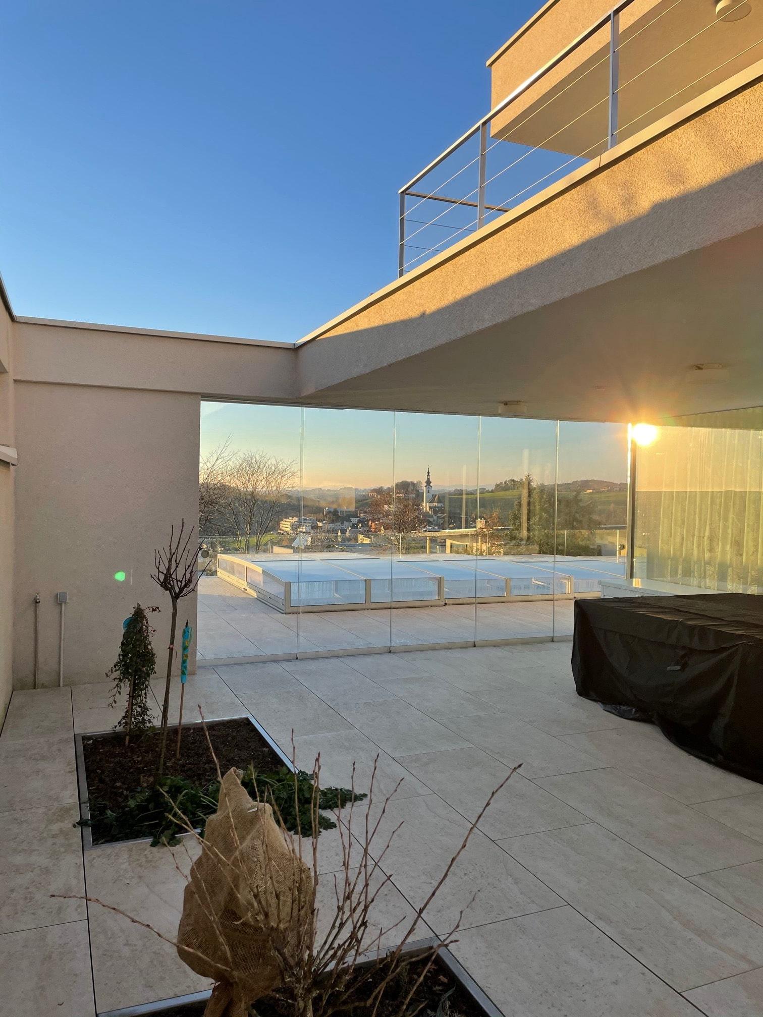 Glasschiebewand 5-teilig für Terrasse als Windschutz