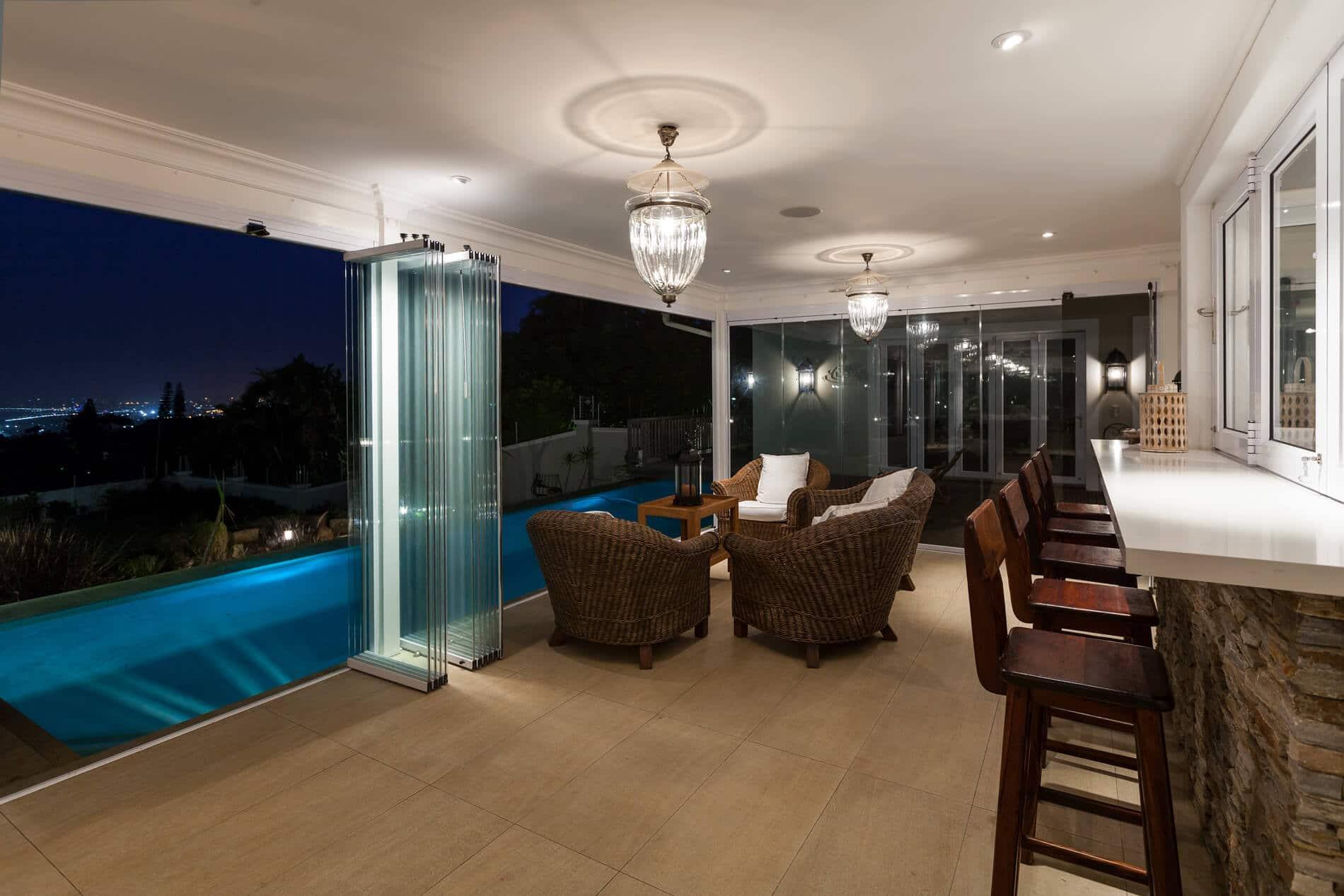 Glasschiebewand außen für Terrasse