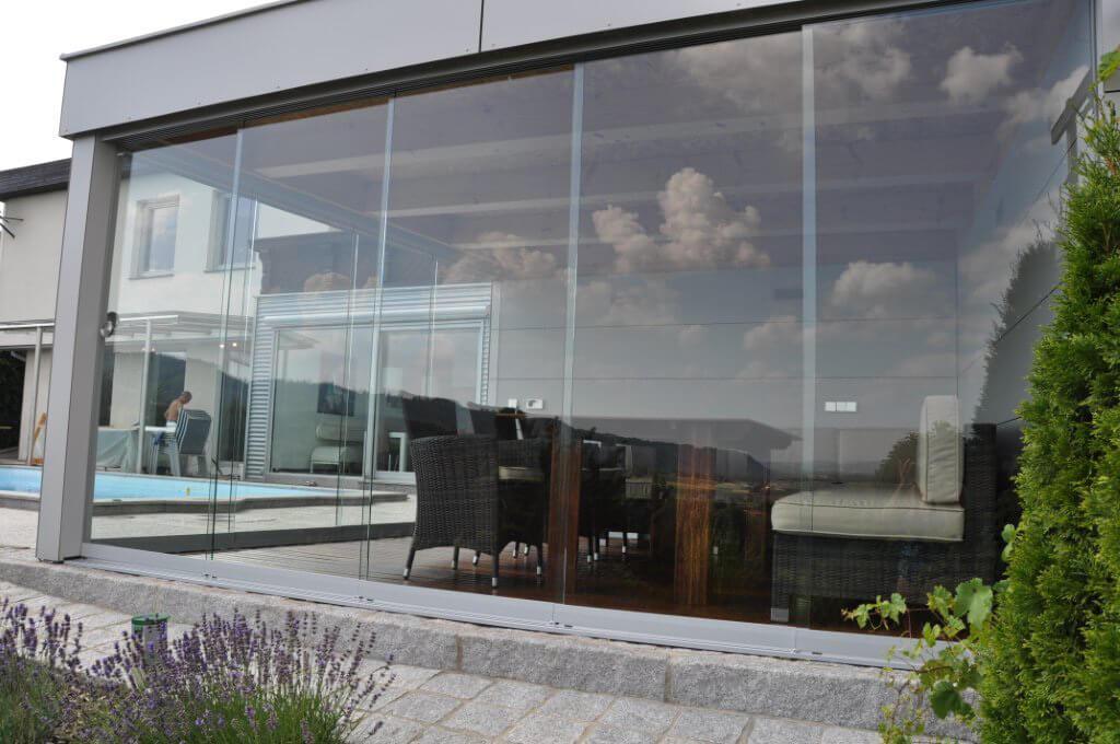 Glasschiebewand für Poolhaus