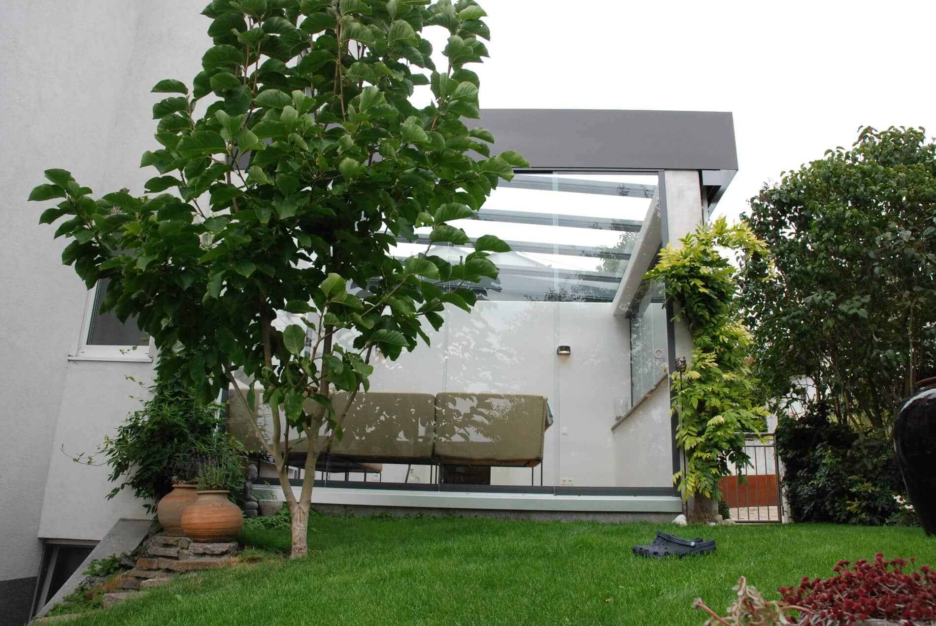 Glasschiebewand für Terrasse als Wetterschutz