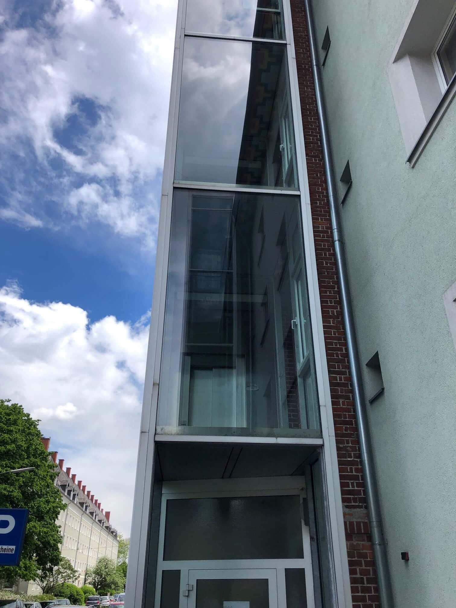 Glastausch bei Liftanbau Linz