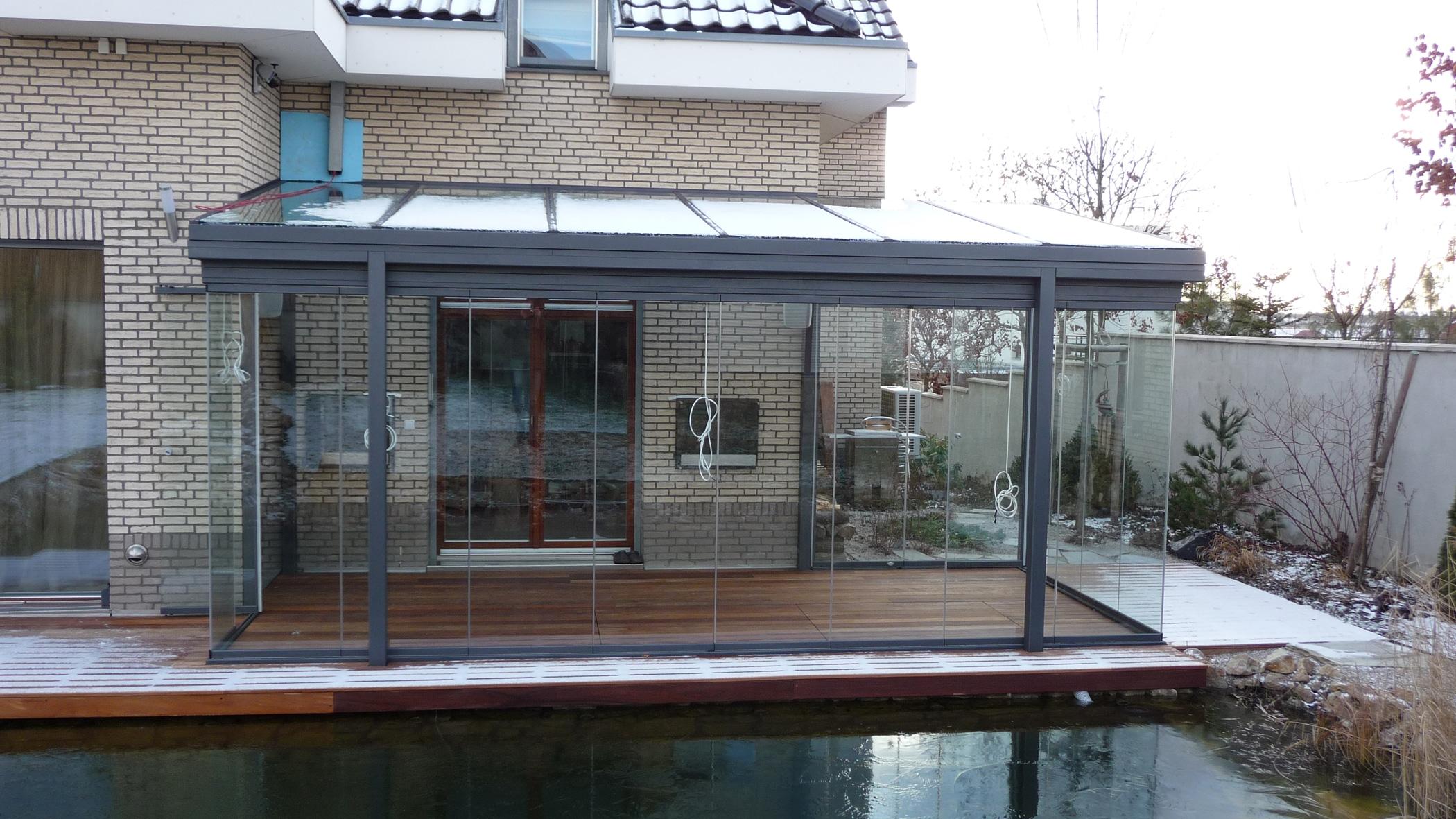 Glasüberdachung seitlich mit Glas schließen