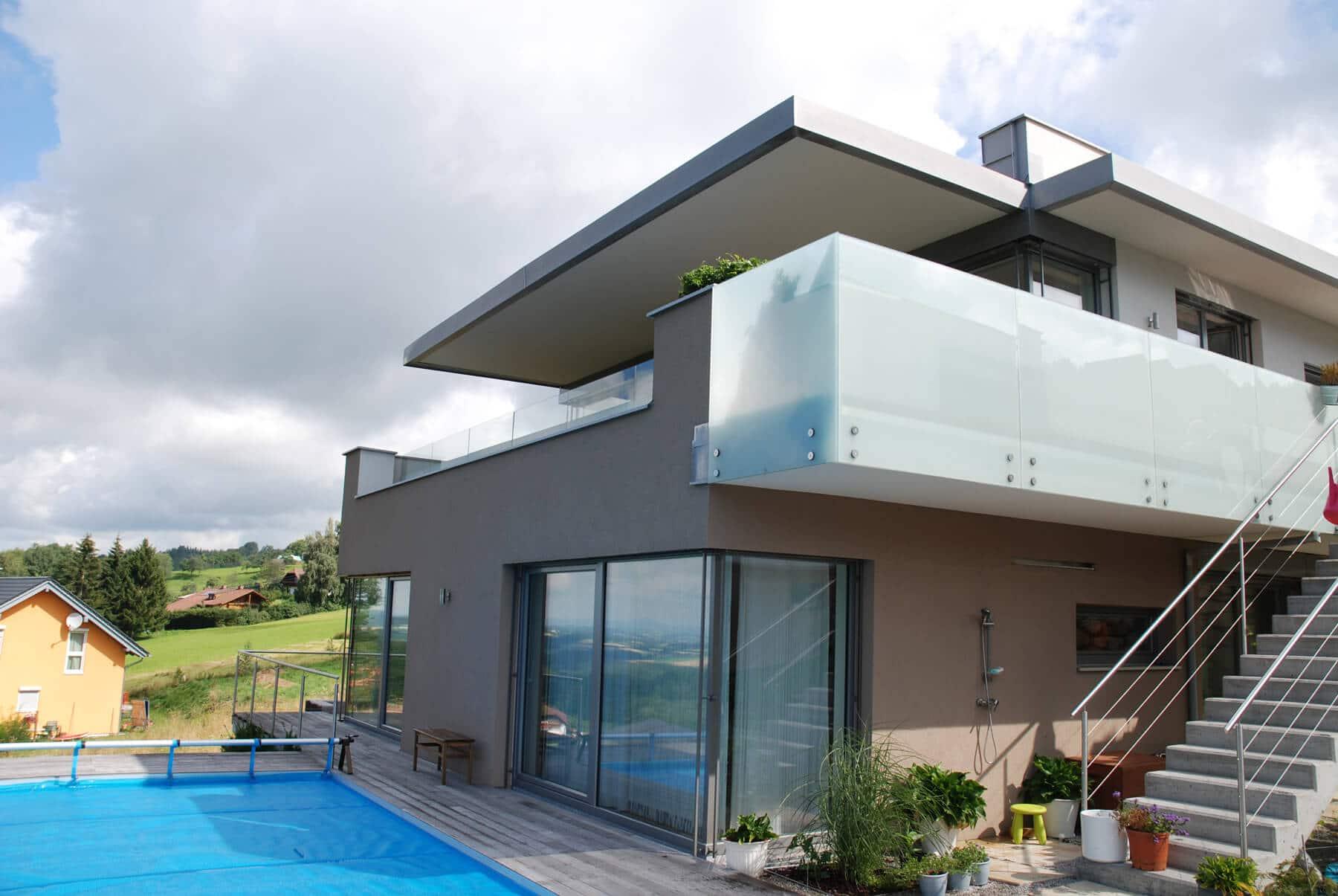 Glaswindschutz für Balkon
