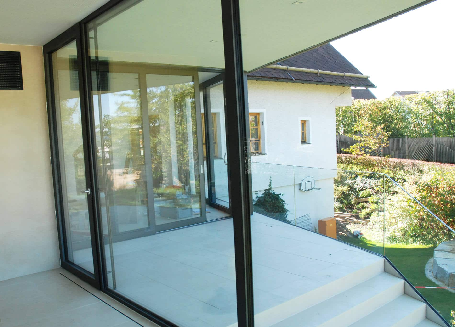 Große Aluminium Fixverglasung mit Terrassentüre