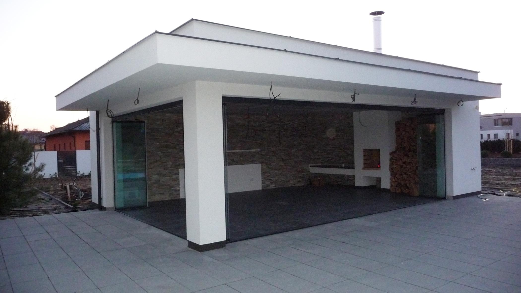 Großes Poolhaus mit öffenbaren Glas-Faltelementen