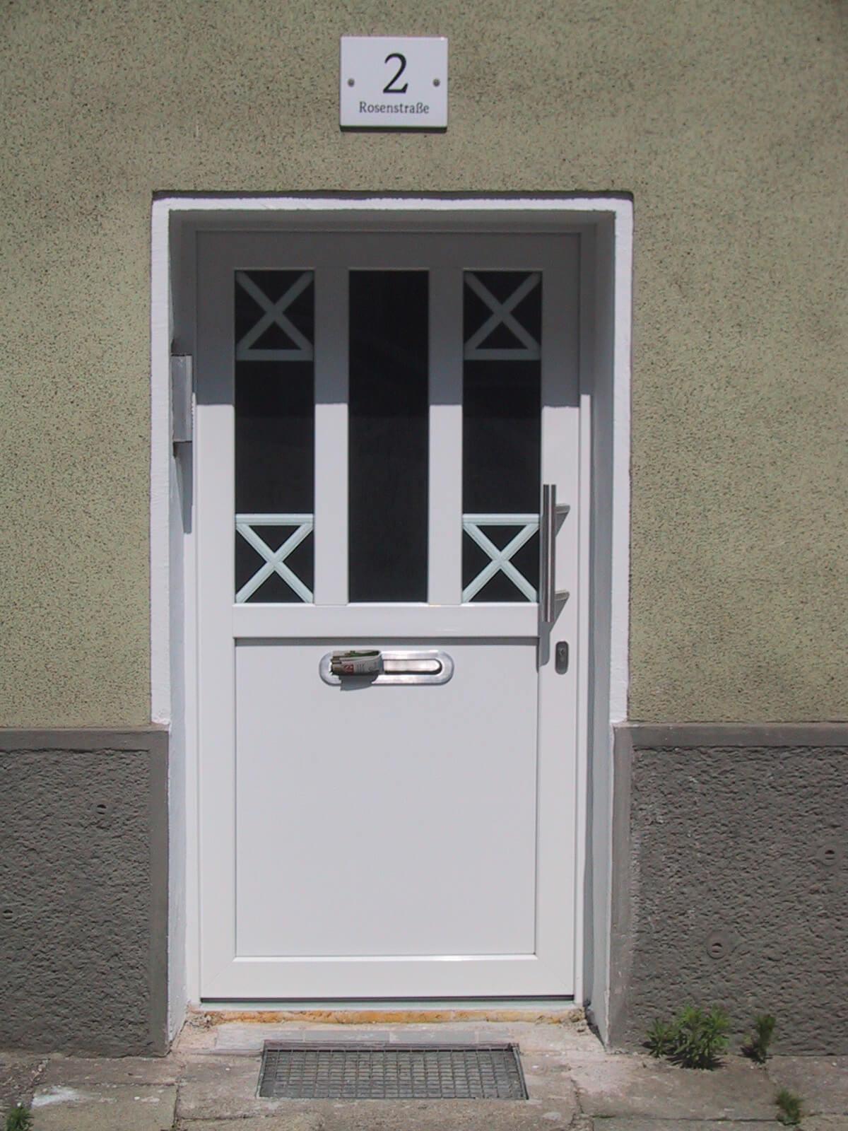 Haustür mit Sprossen und Briefschlitz