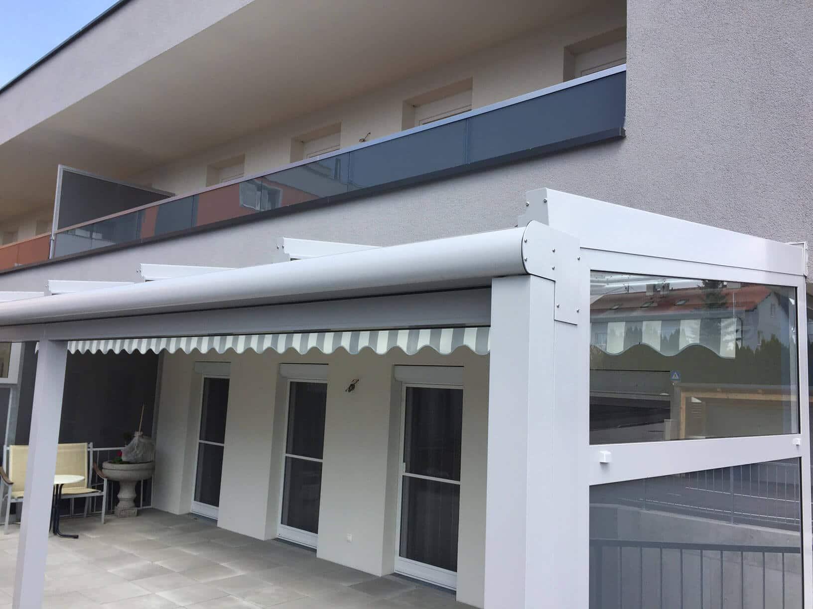Hochwertige Terrassenüberdachung in grau