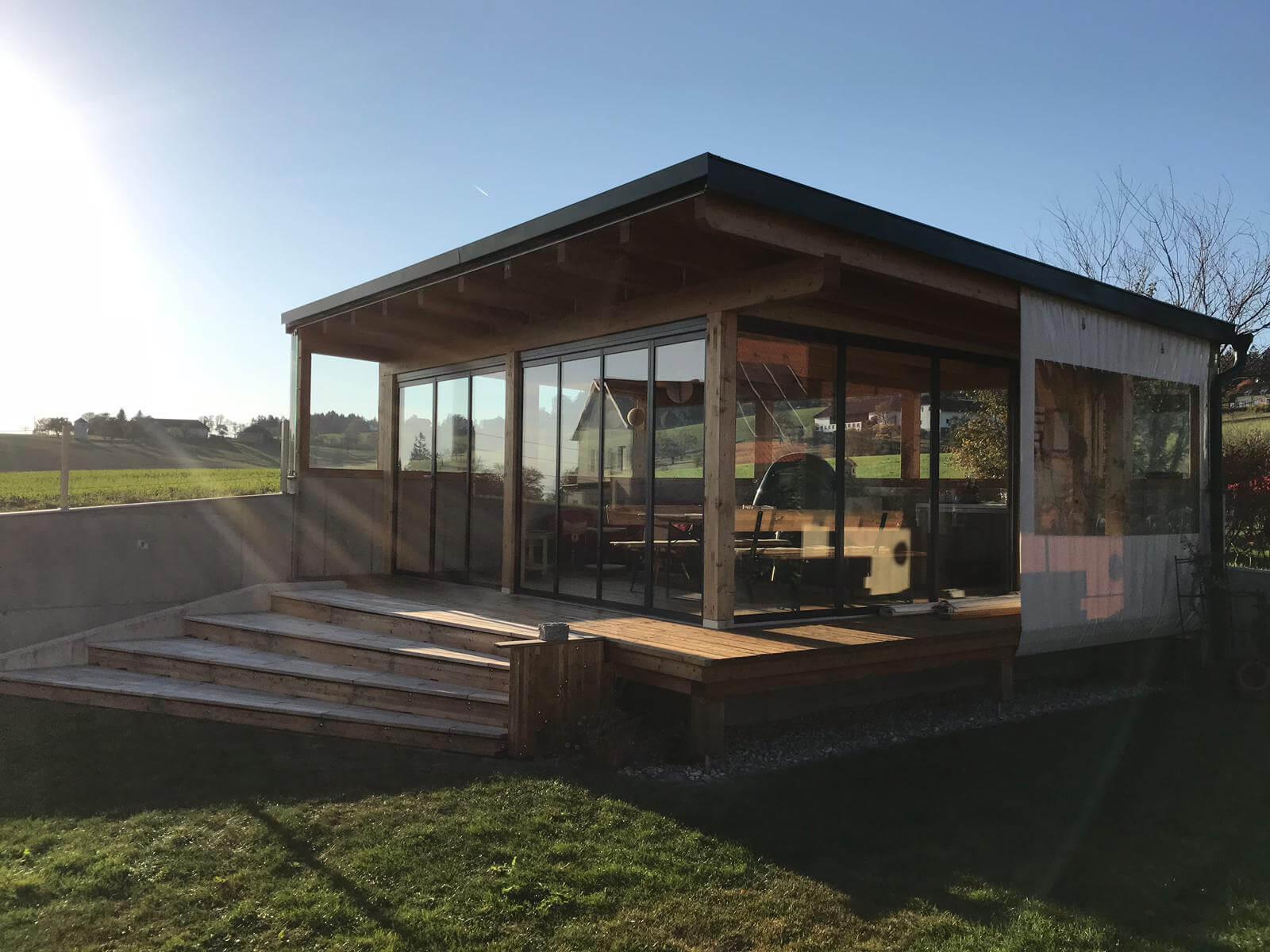 Holzanbau Gartenhaus mit Schiebesystemen