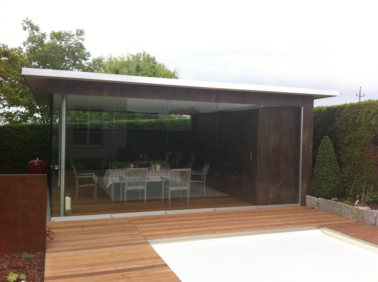 Ideen Pool- & Gartenhaus mit Glasschiebewänden