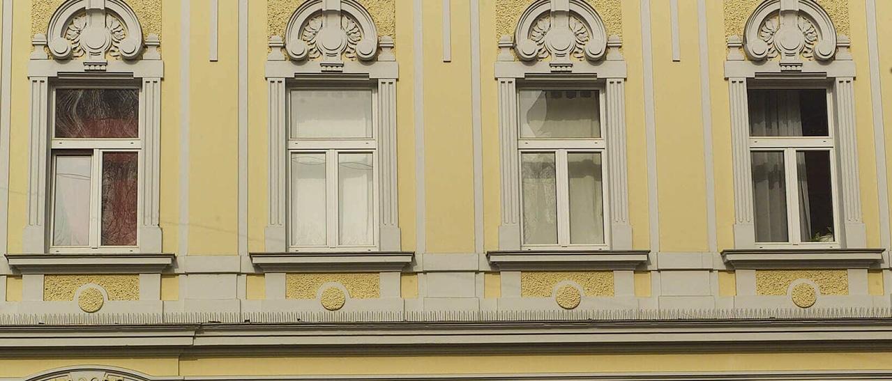 Kunststoff-Fenster mit waagrechtem Kämpfer und senkrechtem Stulpfenster bei Unterlichte